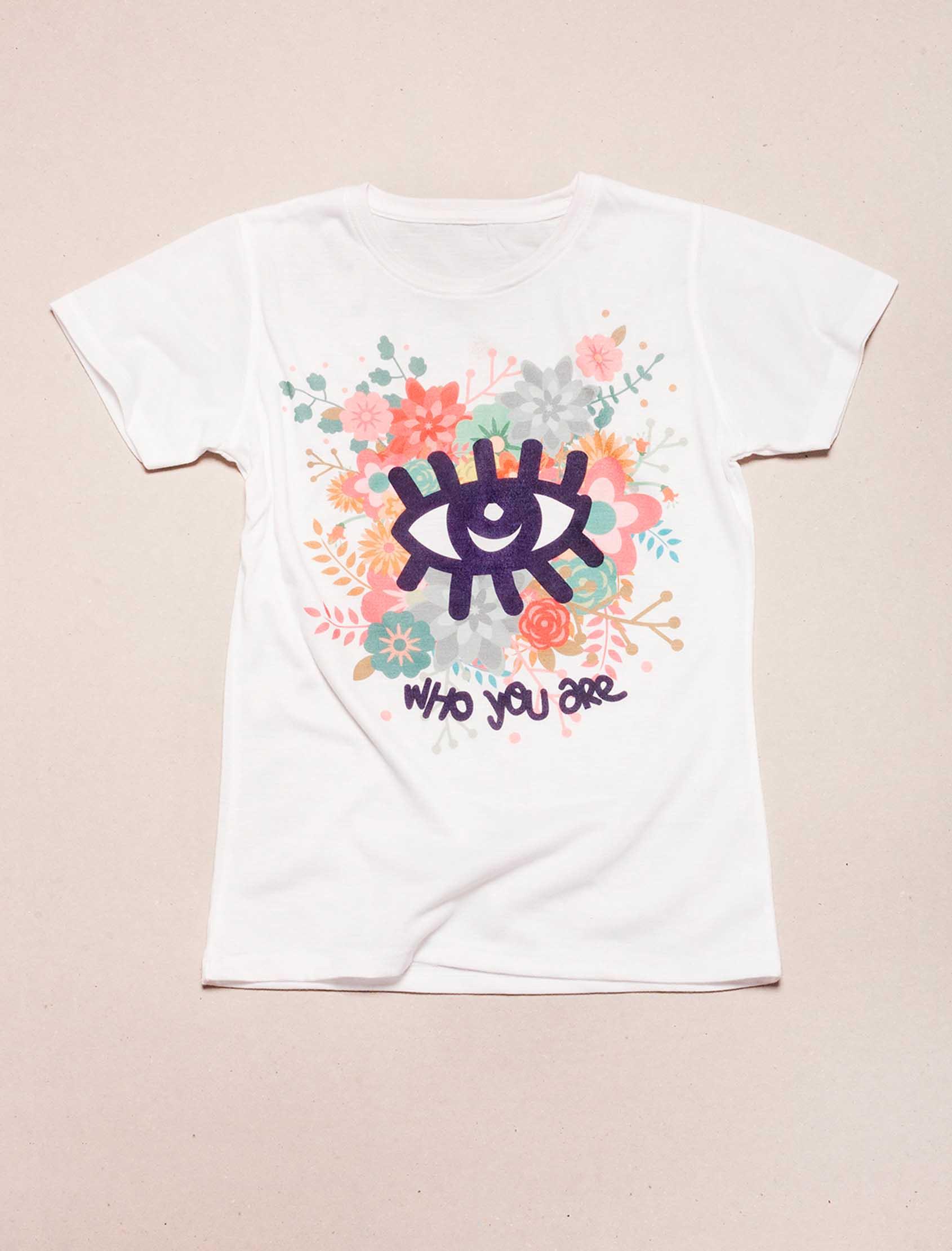 Camisetawhoyouarewithflowers_01