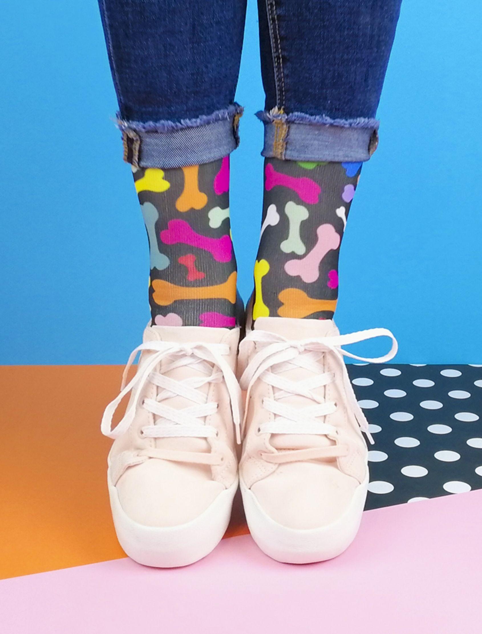 calcetines bone fiver unisex en negro con estampado de huesos multicolor