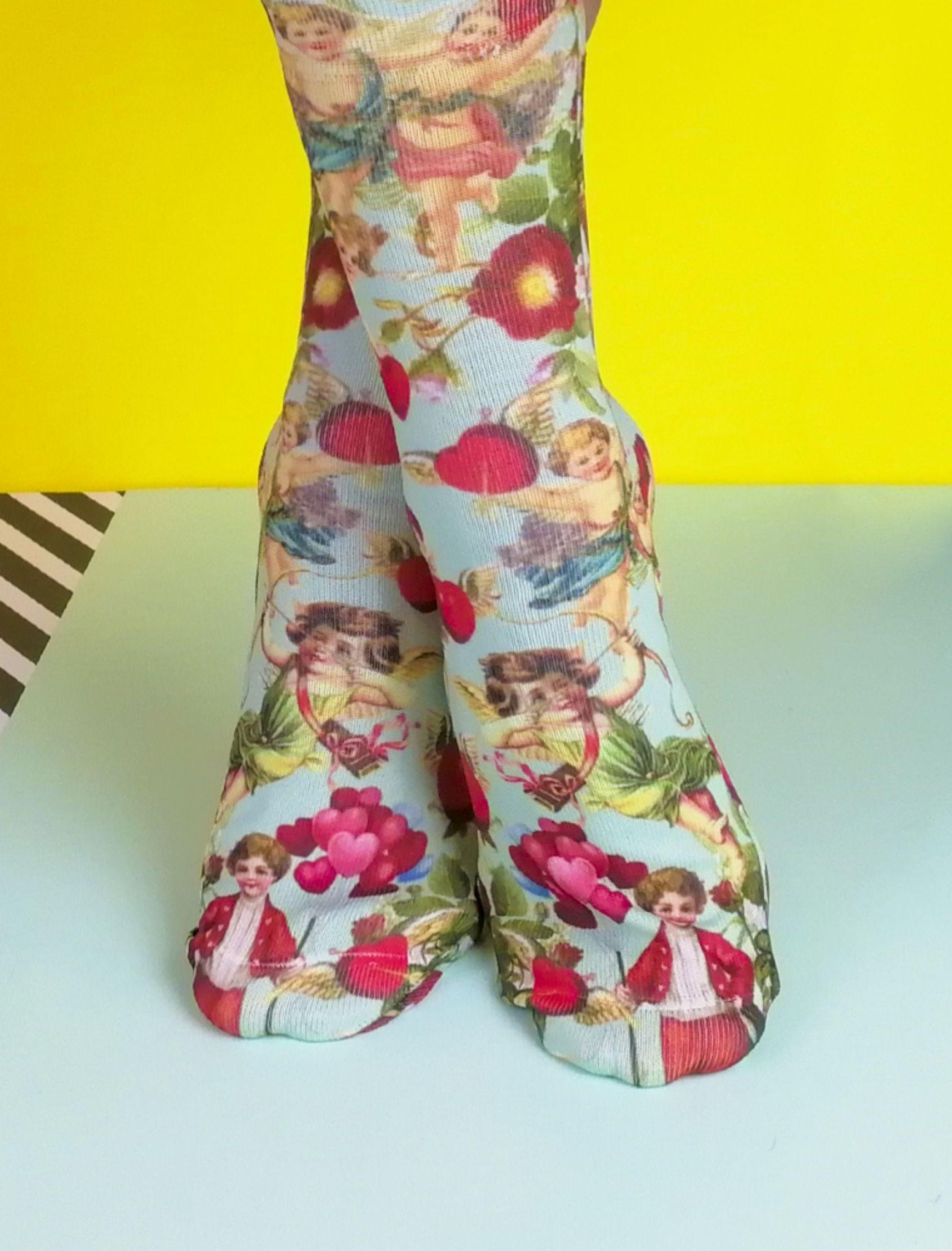 calcetines con estampado vintage de angeles y corazones