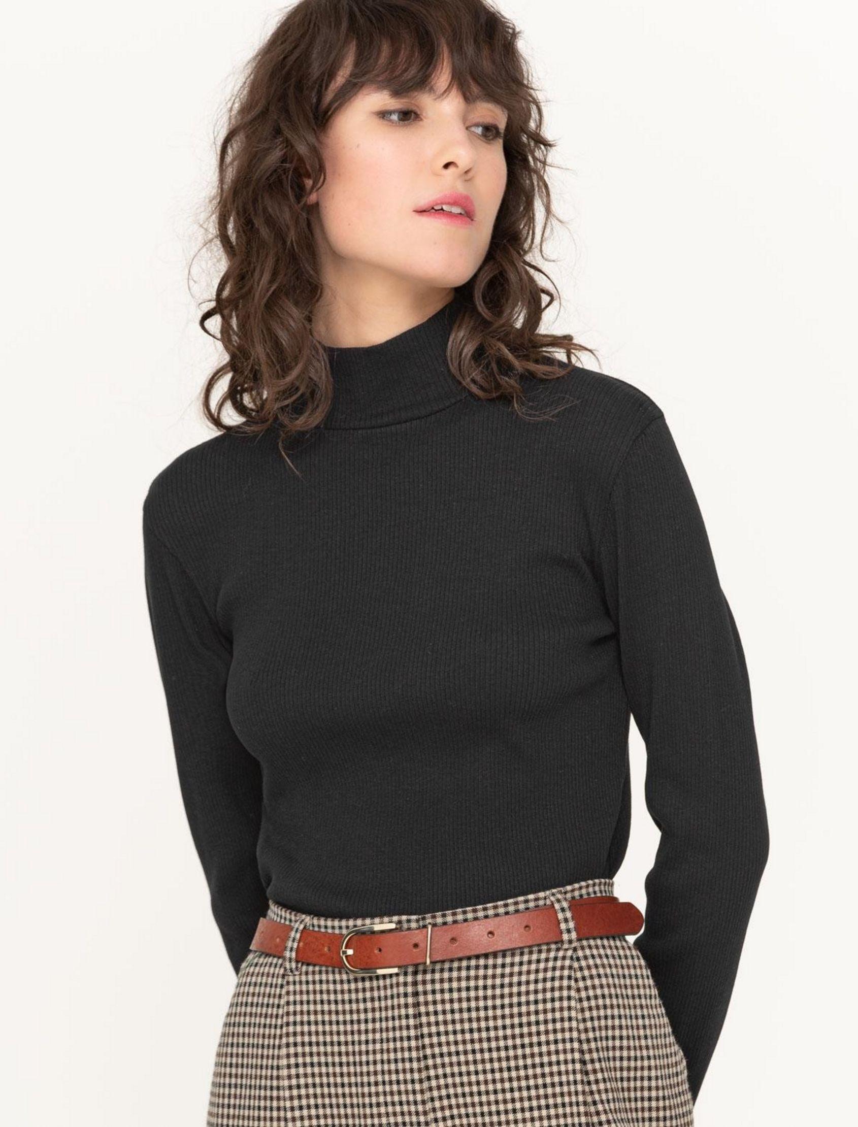 Camiseta cuello perkins básica de yerse con punto. Color negor de mujer