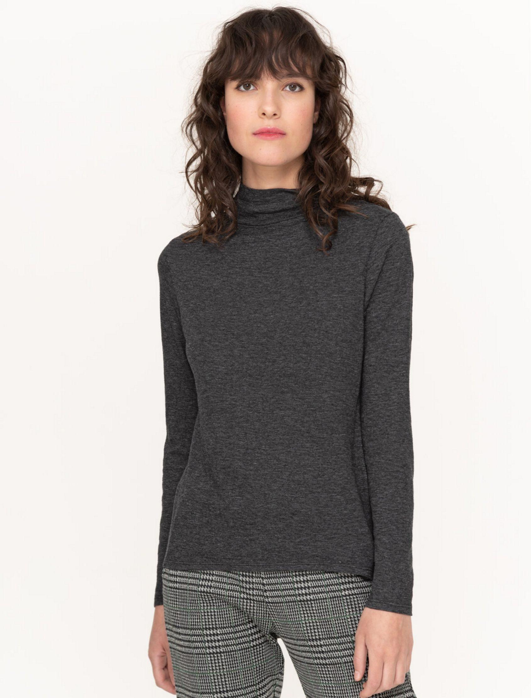 camiseta cuello perkins de mujer de punto en tono gris de la marca yerse