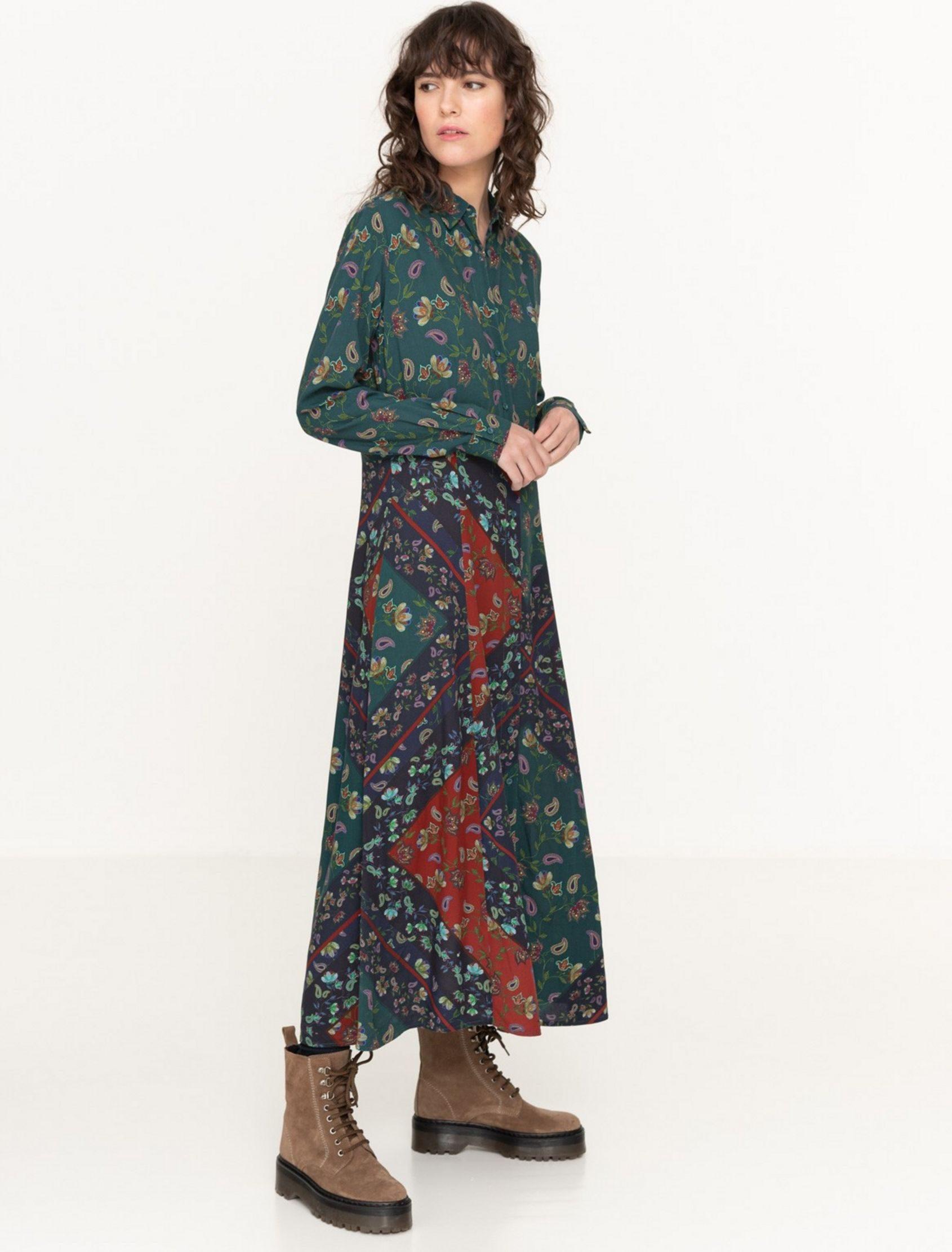 vestido largo midi con corte camisero y estampado pasley. De Yerse