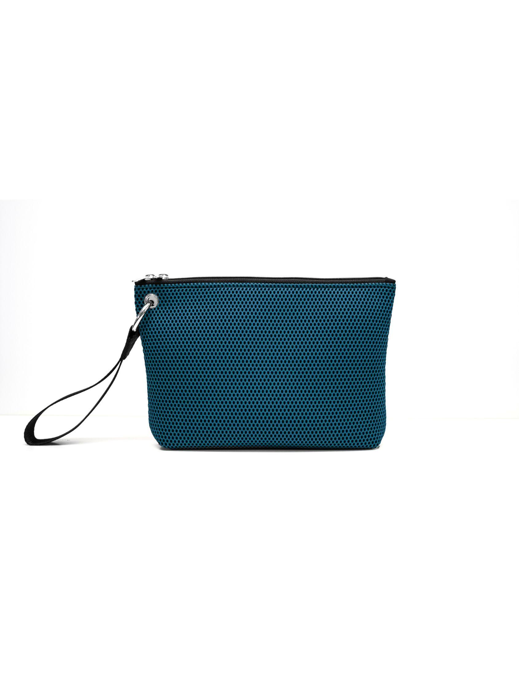 bolso de mano de Peter&Wolf con tejido ténico 3d en color azul marino