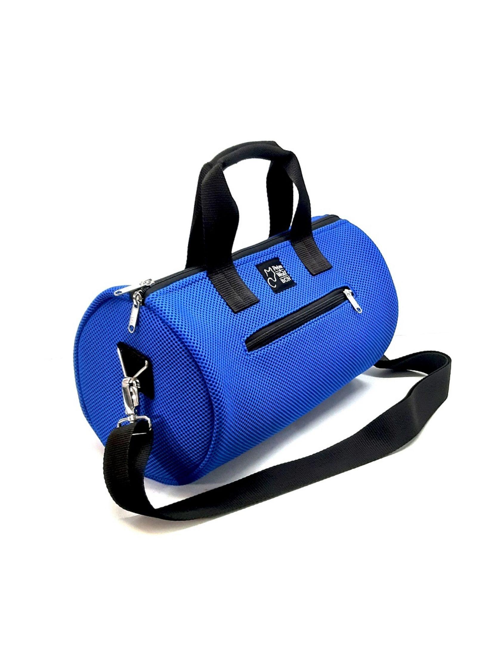 bolso de deporte con asa corta y bandolera en color azul cobalto de peter&Wolf Barccelona