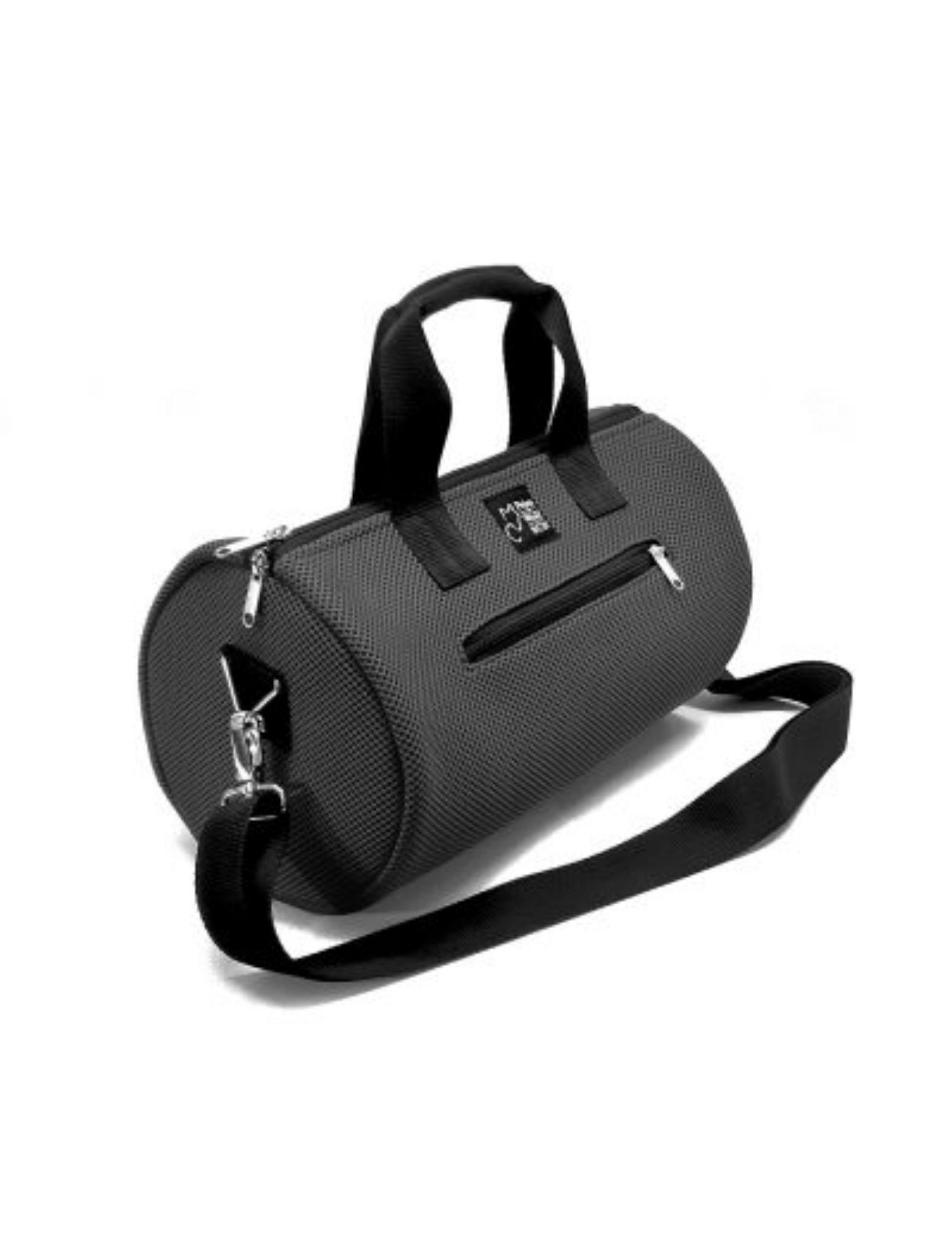 Bolso cilíndrico gris antracita con asa corta y bandolera, realizado en tejido técnico 3D color. Diseñado y fabricado en España, ideal para hacer deporte.
