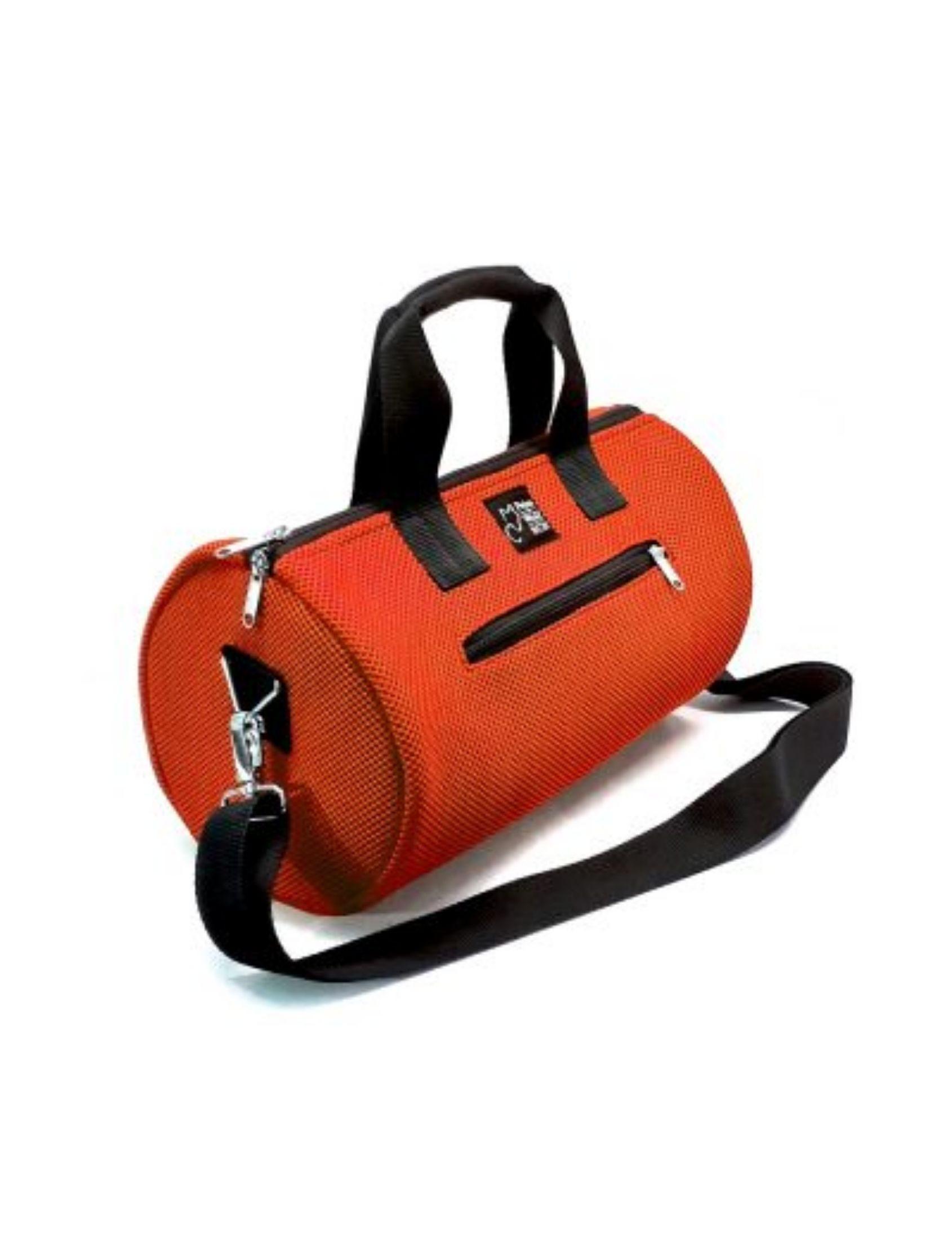 bolso de deporte con asa corta y bandolera en color naranja y tejido técnico de peter&Wolf Barccelona