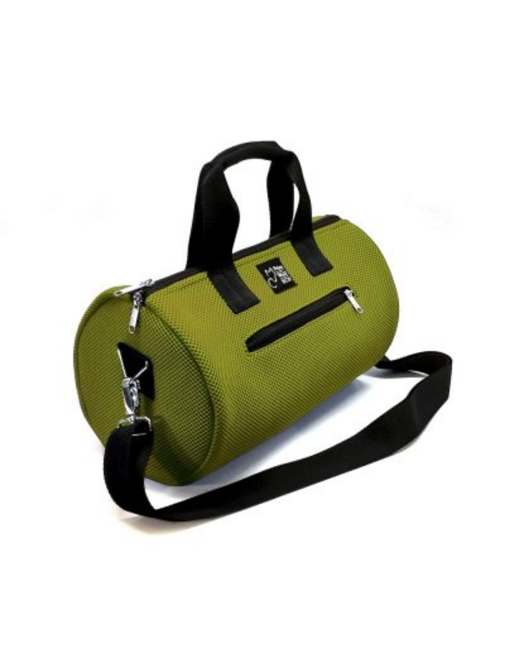 Bolso de deporte con asa corta y bandolera en color verde bambú y tejido técnico de Peter&Wolf Barccelona