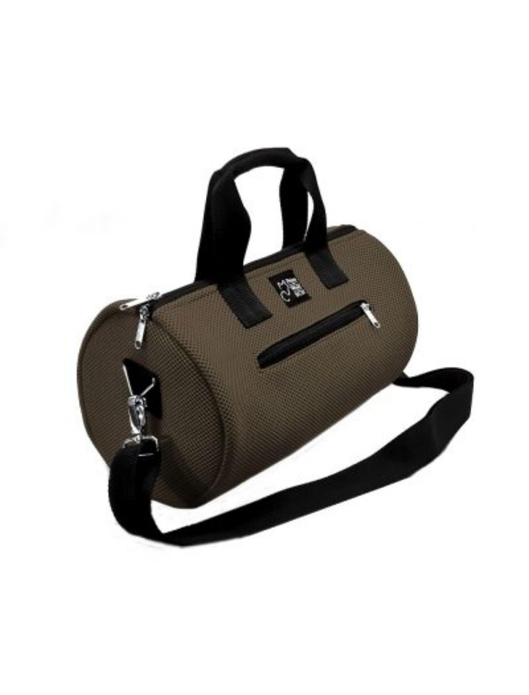 bolso de deporte con asa corta y bandolera en color marrón y tejido técnico de peter&Wolf Barccelona