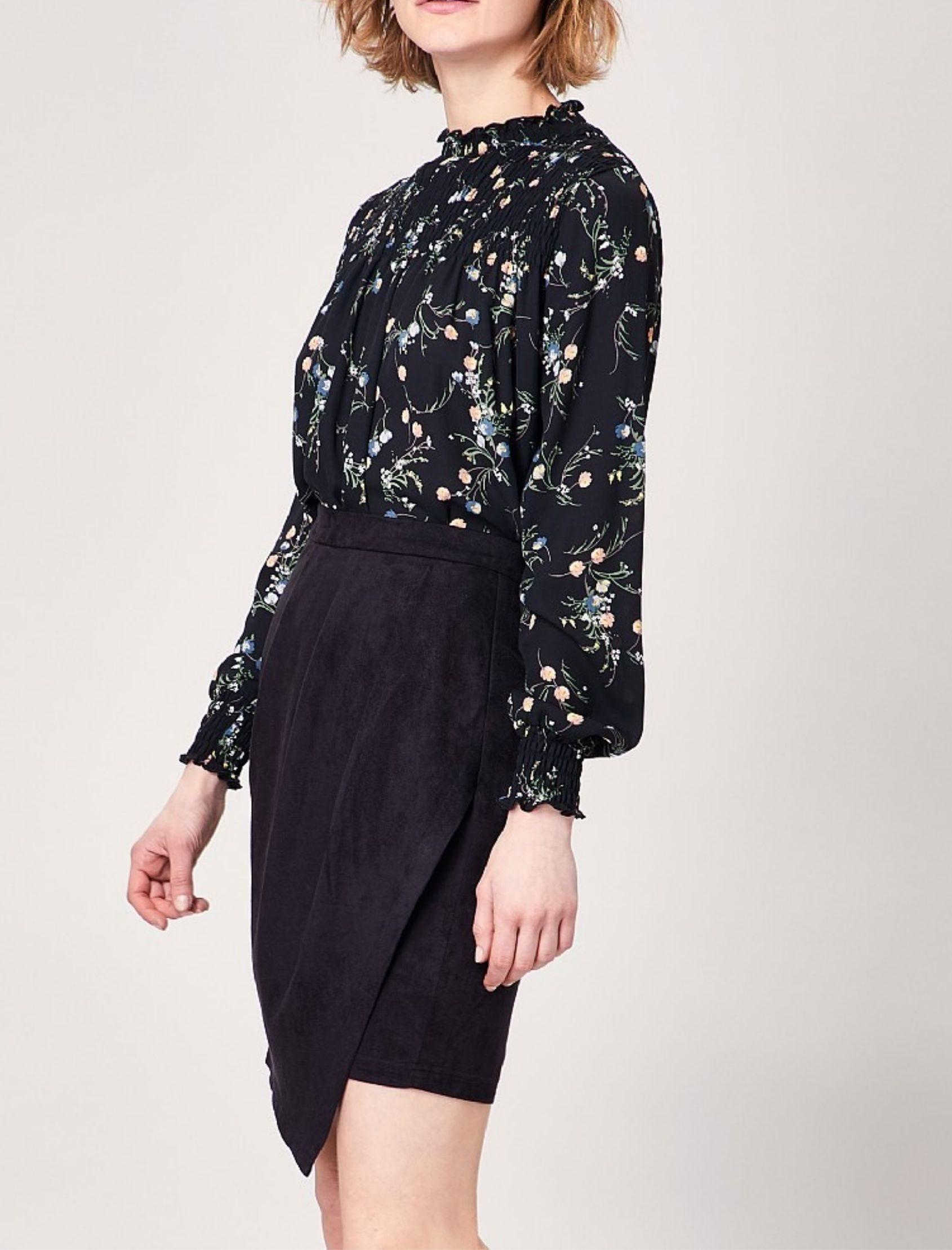 falda steph de angeleye en color negro. corta y con cruce delantero