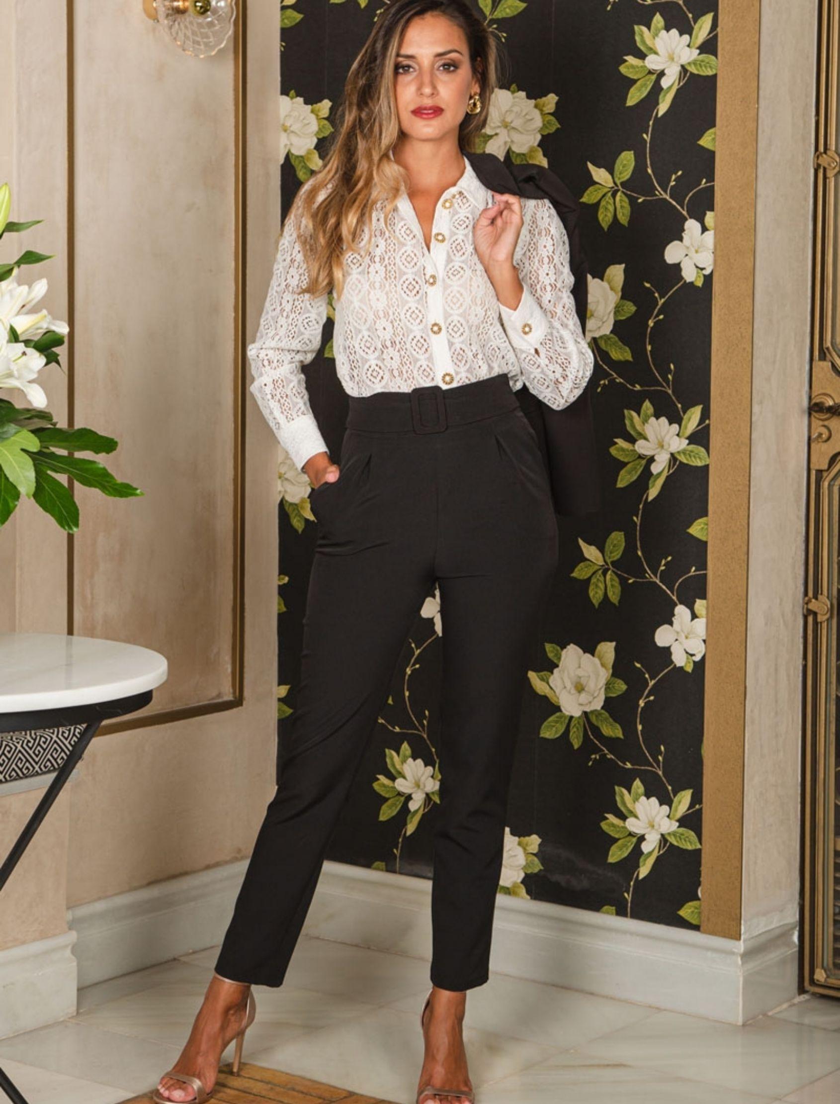 pantalón mujer en color negro con maxi cinturón de la marca CAyro