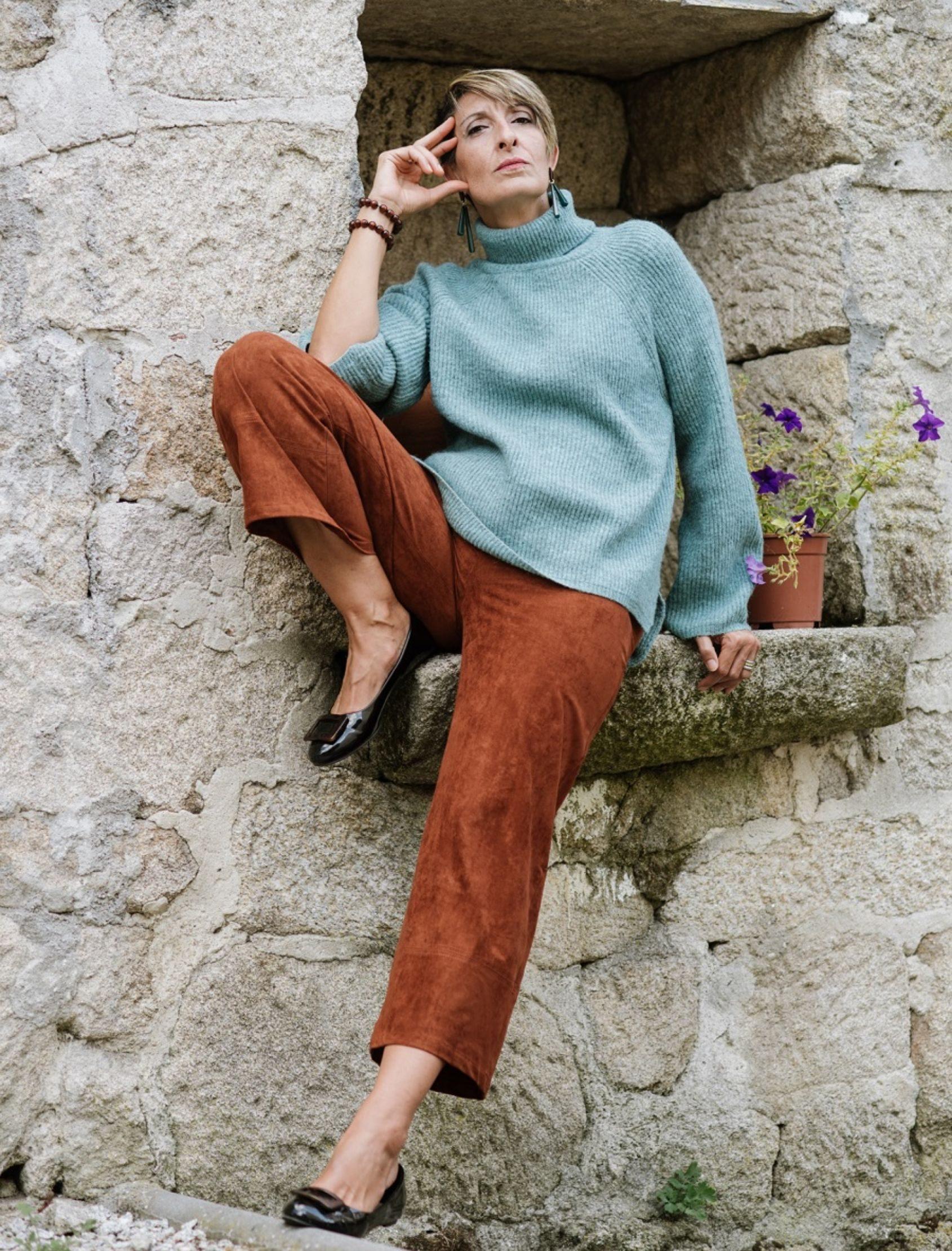 pantalón palazzo cropped de antelina en color camel de la marca Skatïe