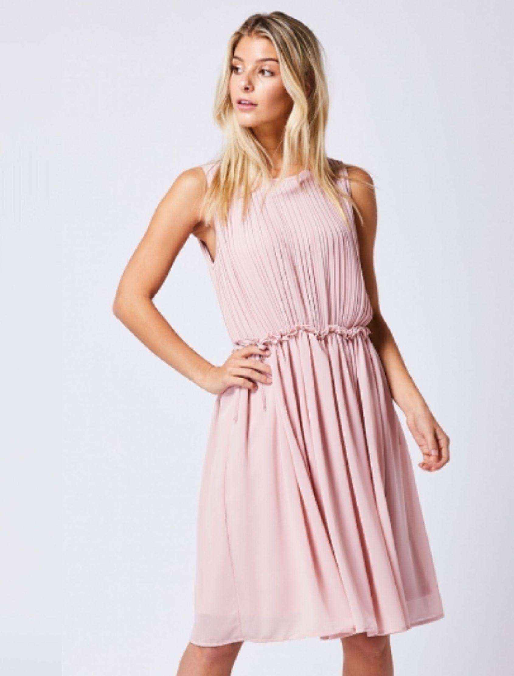 vestido daisy rosa corto con pliegues
