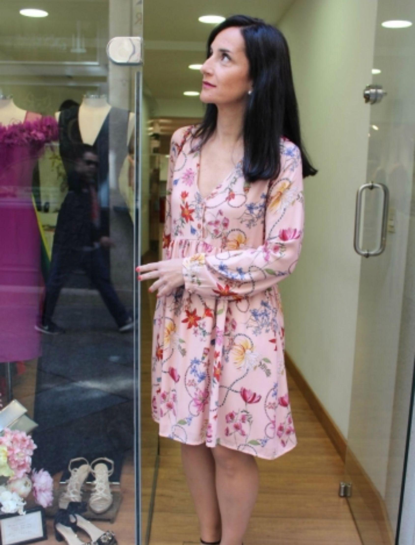 vestido con estampado flora de la marca cayro