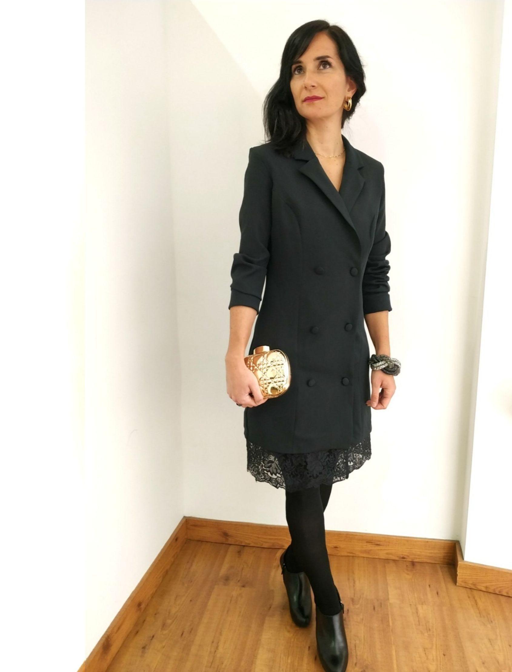 vestido blazer en color negro con bajo de encaje