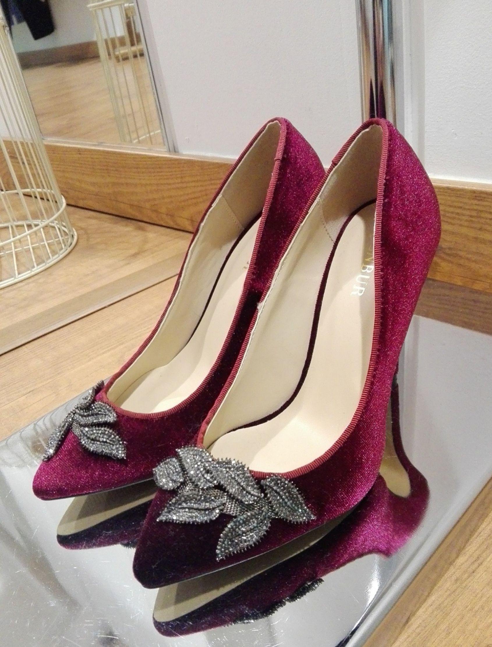 zapato de mujer corte salón en terciopelo burdeos de membur