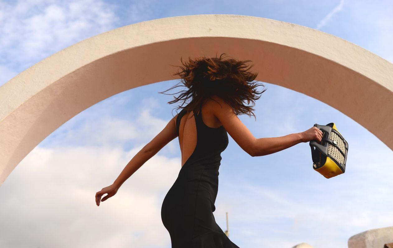 Imagen de campaña de los bolsos MAGALIE Marbella