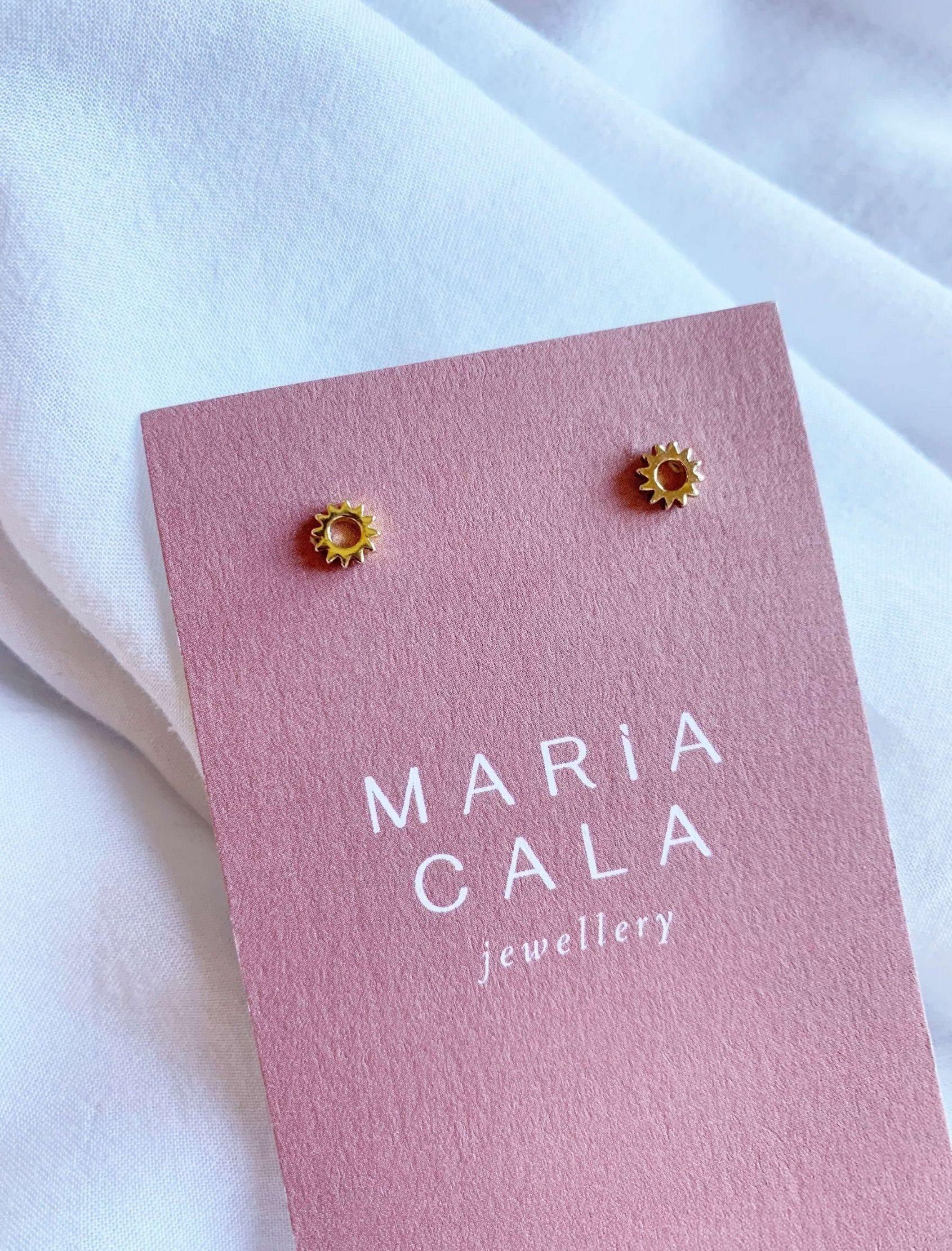 mini pendiente con forma de sol dorado de plata de ley chapada en oro de Maria cala store