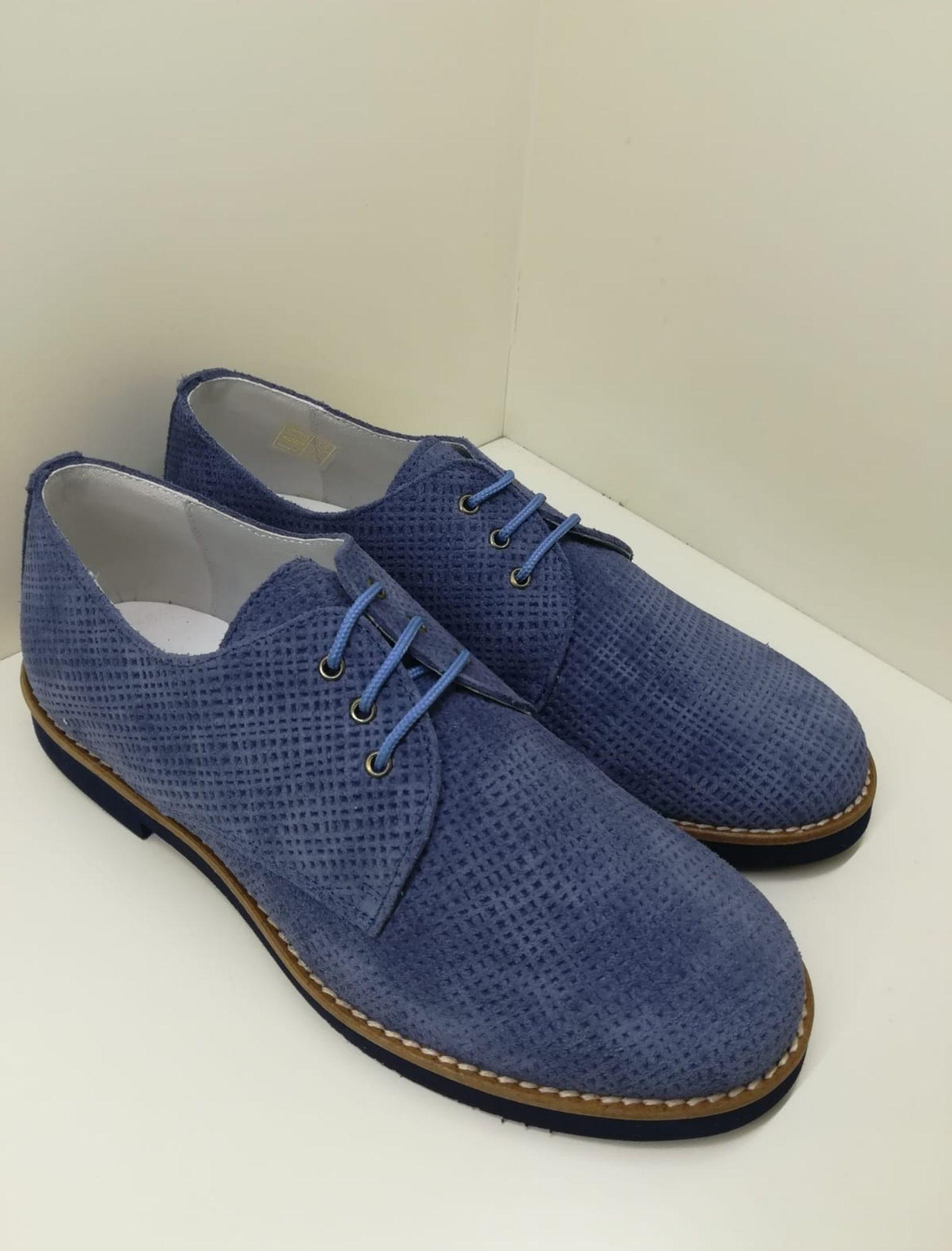 zapato tipo blucher con cordones en piel serraje azul jeans