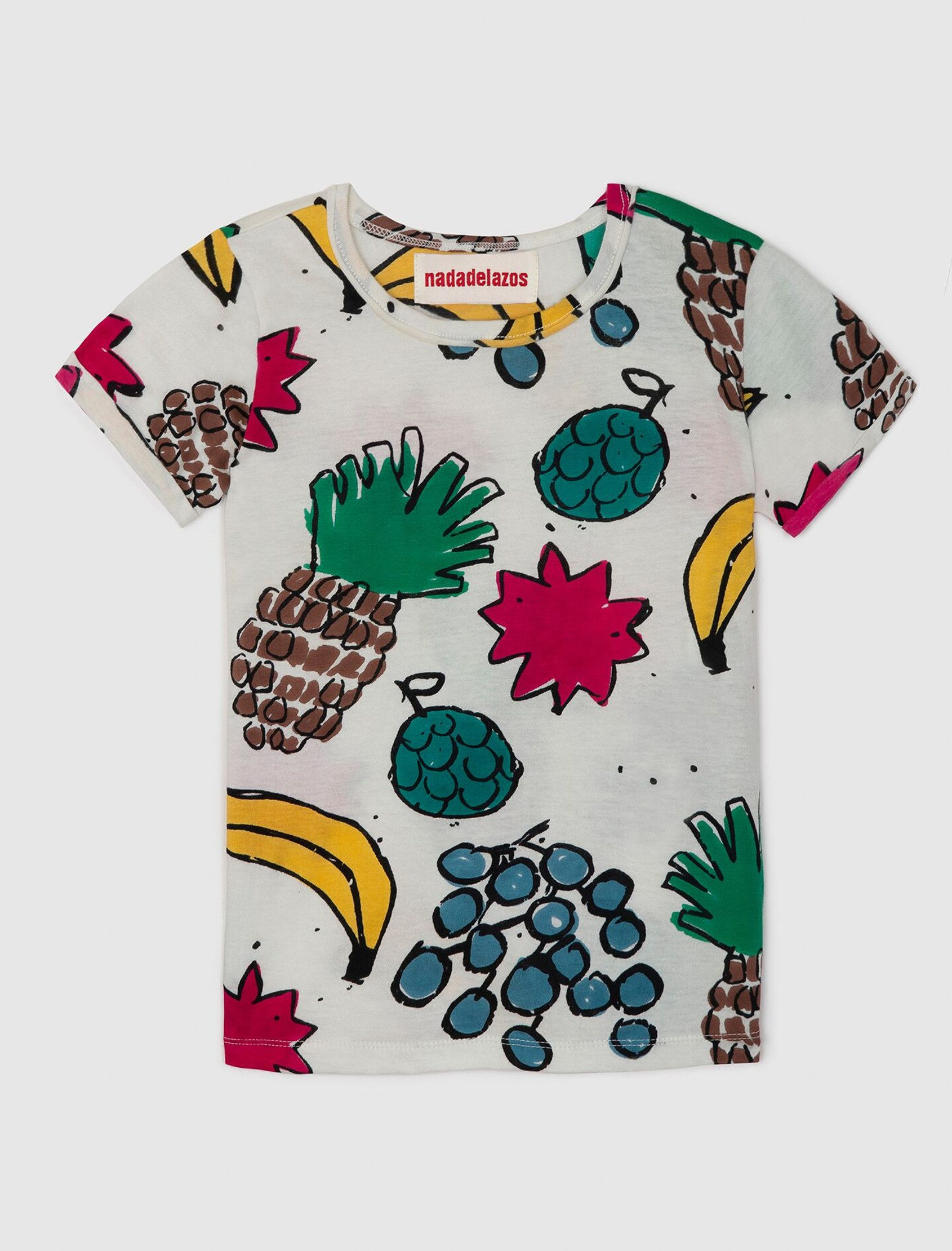 Camiseta con puño doblado con estampado integral Fruit Mix de Nadadelazos colección ss20. Bolsillo de parche en la parte delantera. Los tamaños pequeños tienen una abertura con broches en el hombro izquierdo.