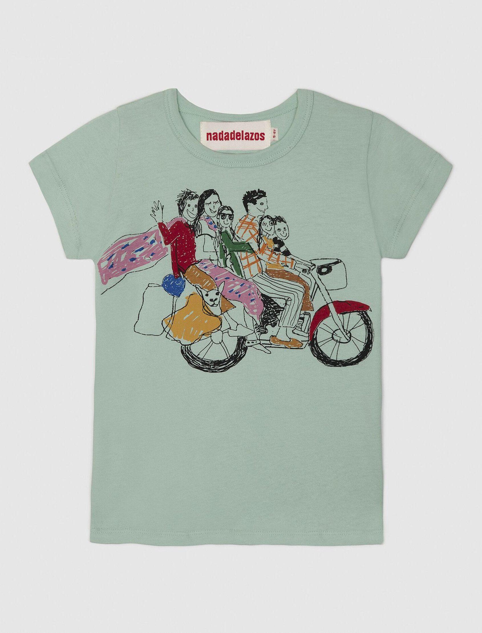 Camiseta de manga corta con estampado local Six in a bike de Nadadelazos colección ss20. Los tamaños pequeños tienen una abertura con broches en el hombro izquierdo.