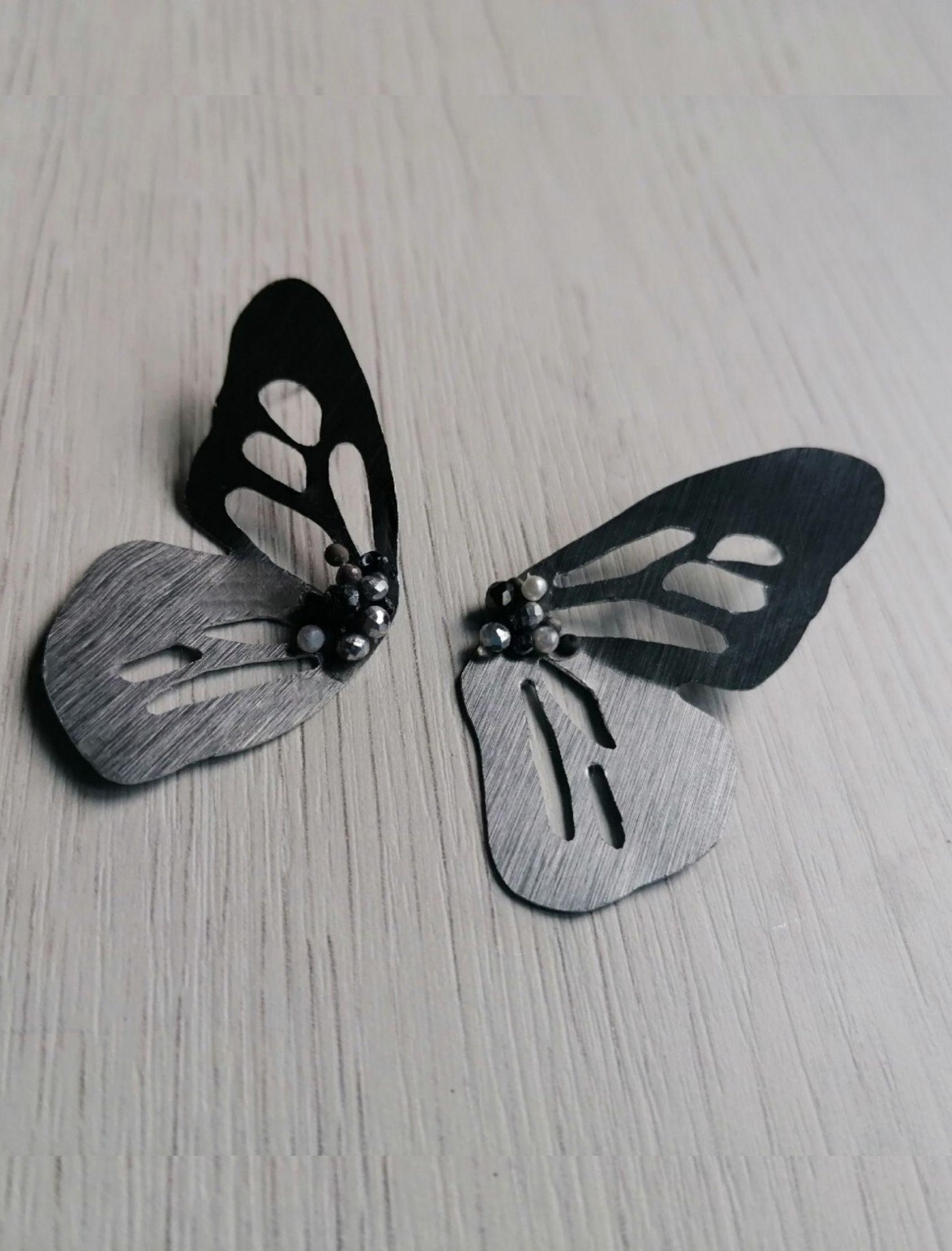 pendiente alas con forma de maripos en plata
