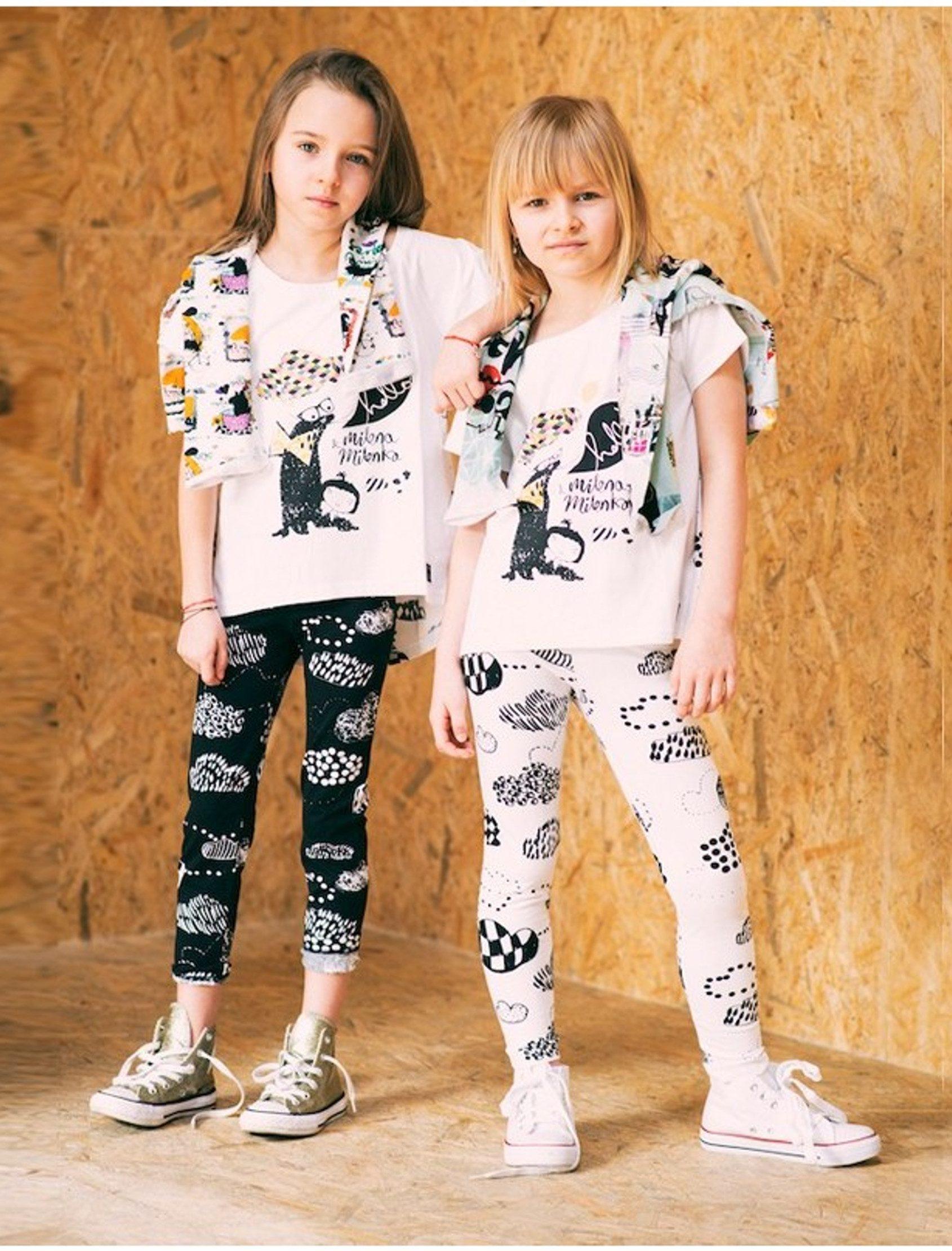 """Leggings blancos con estampado""""Nubes Mágicas"""", diseño exclusivo de MILENA&MILENKA, mediante técnica de estampación digital. Etiqueta cuero sintético con logo MILENA&MILENKA debajo de la cintura. Ideales para explorar en cualquier época del año y combinar con las sudaderas y camisetas MILENA&MILENKA."""