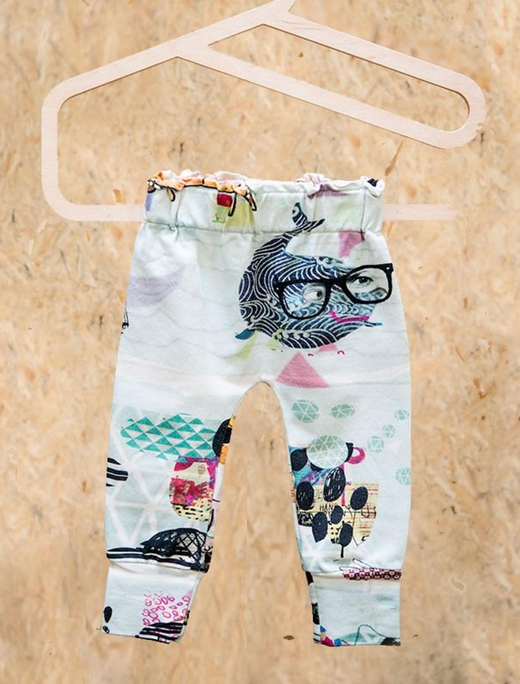 """Pantalón de bebé con estampado""""Océano,ilustración exclusiva hecha a mano por MILENA&MILENKAmediante técnica de estampación digital. ¡Muy suave y cómodo!"""
