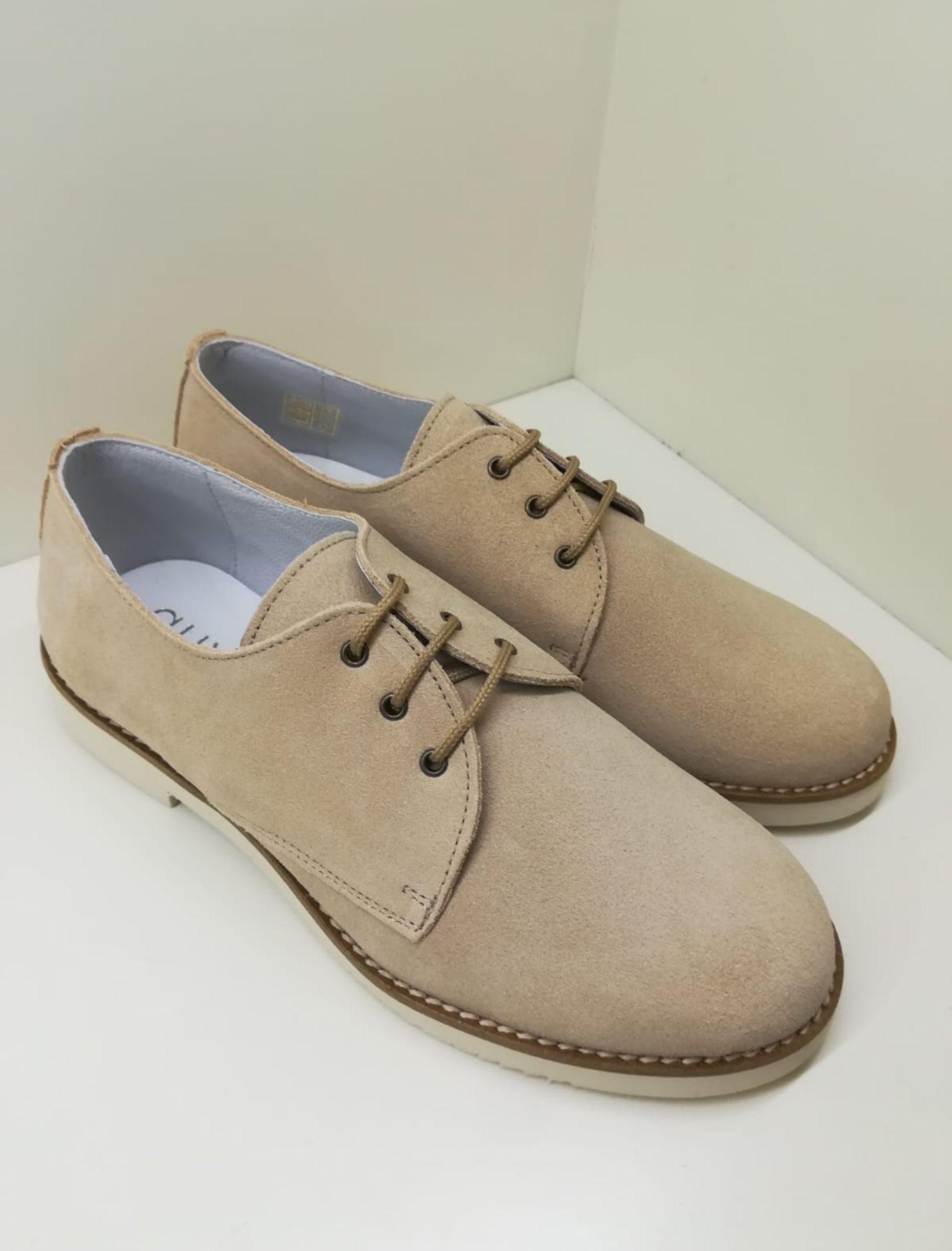 zapato estilo blucher de niño en tono arena