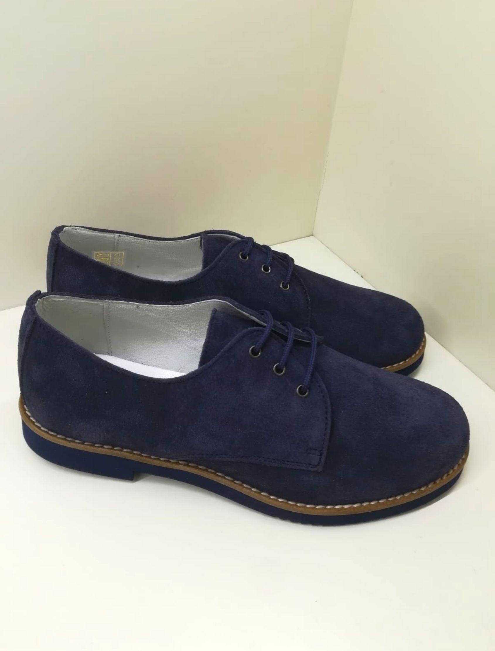 zapato estilo blucher de niño en tono azul marino