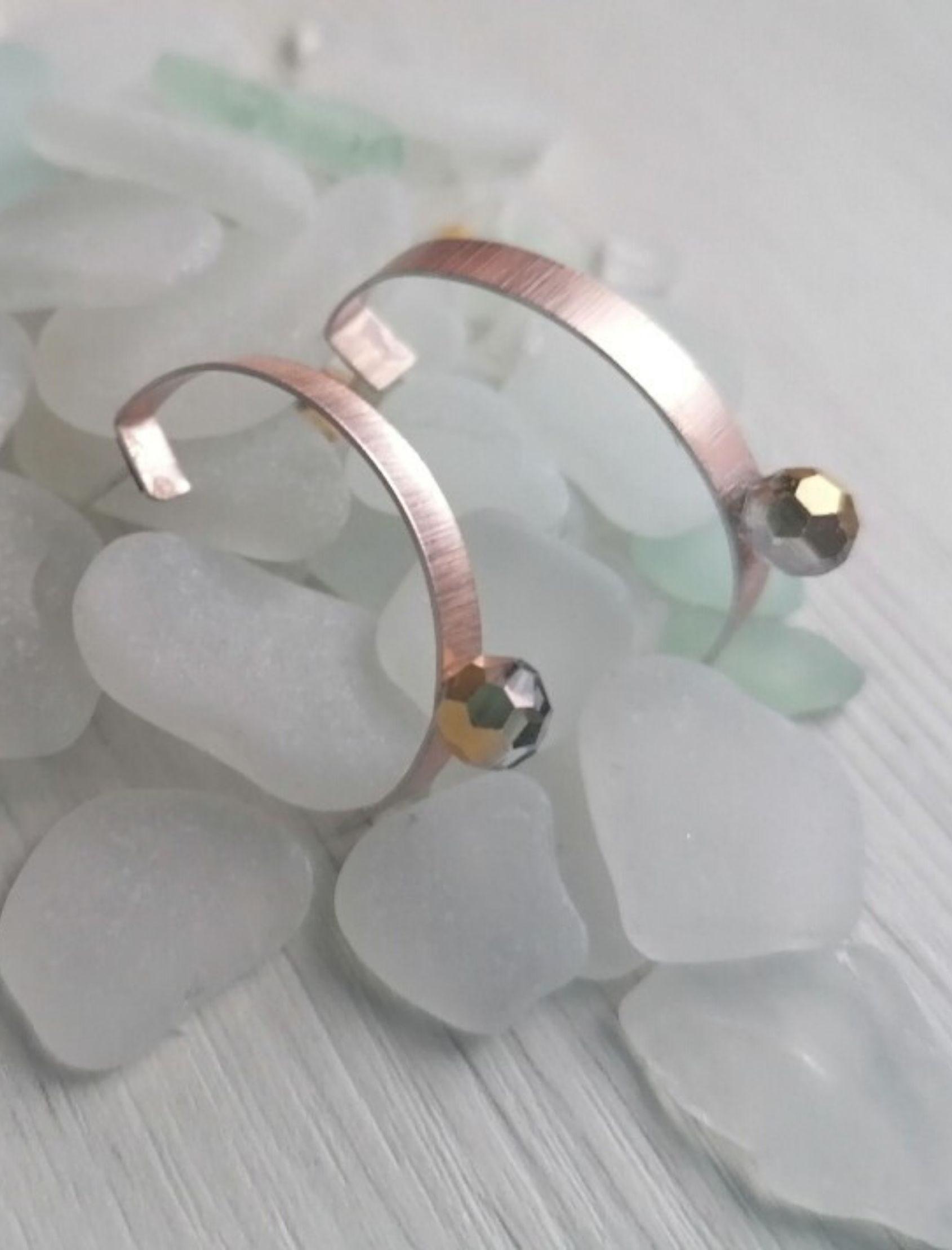 pendientes miramar con forma de aro en oro rosa y plata con Swarovski