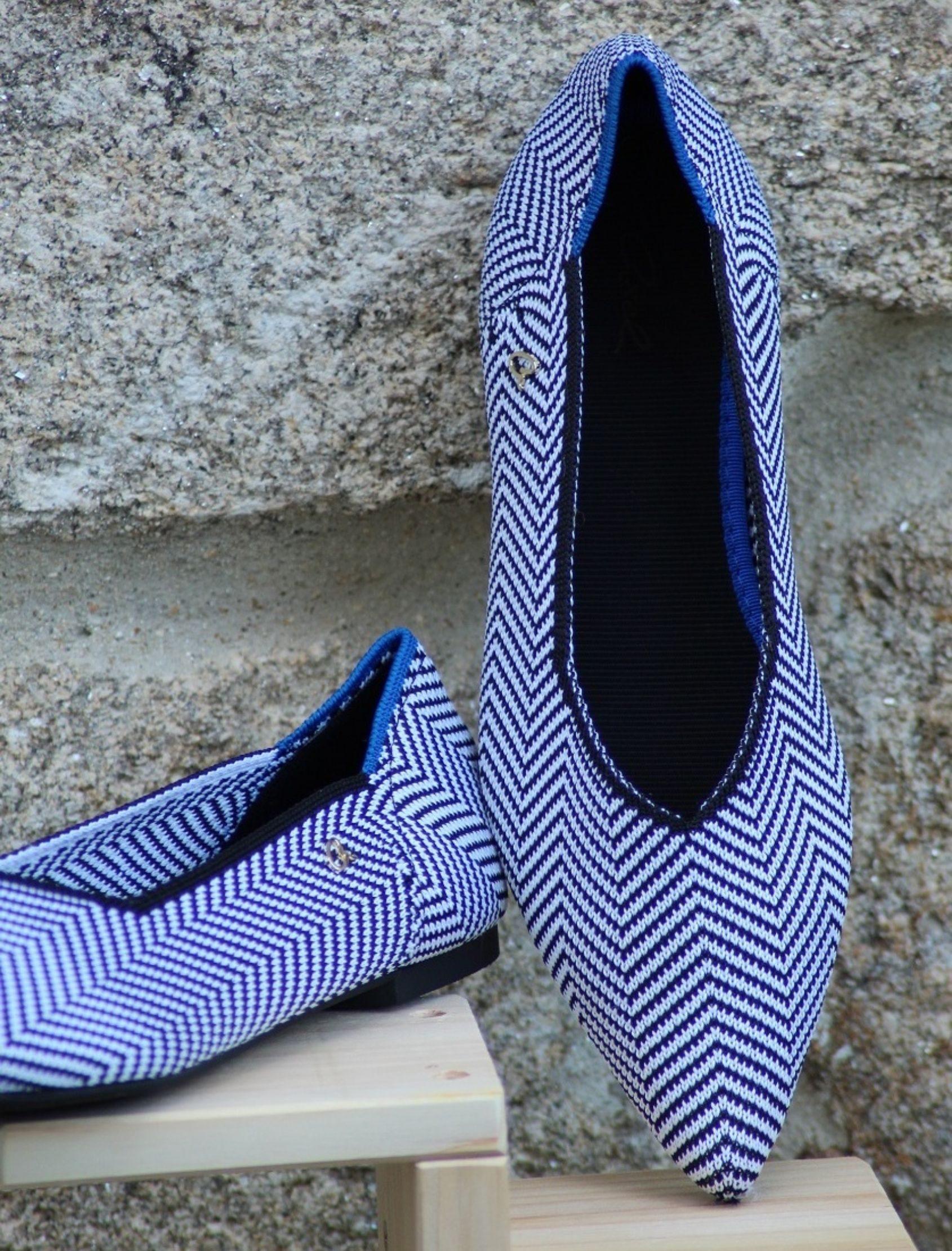 Bailarinas elasticas con zigzag en azul y blanco y acabado en punta