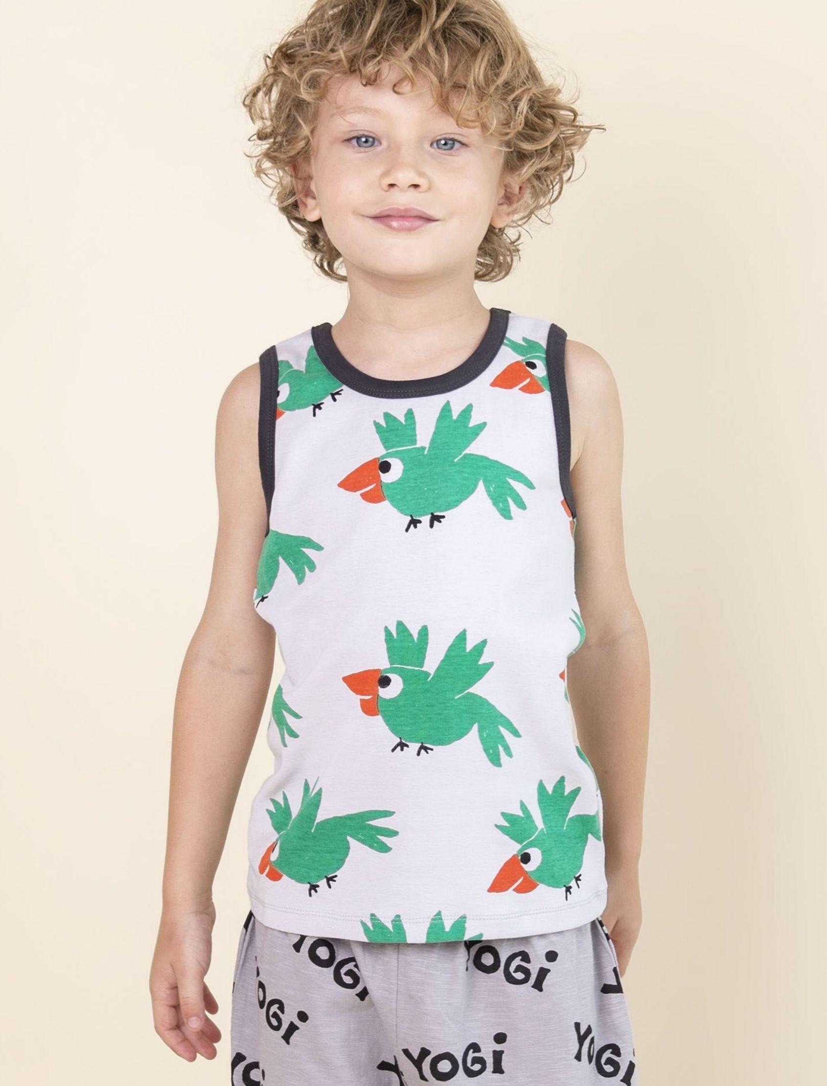 camiseta de niño de tirantes con estampado de pájaros verde