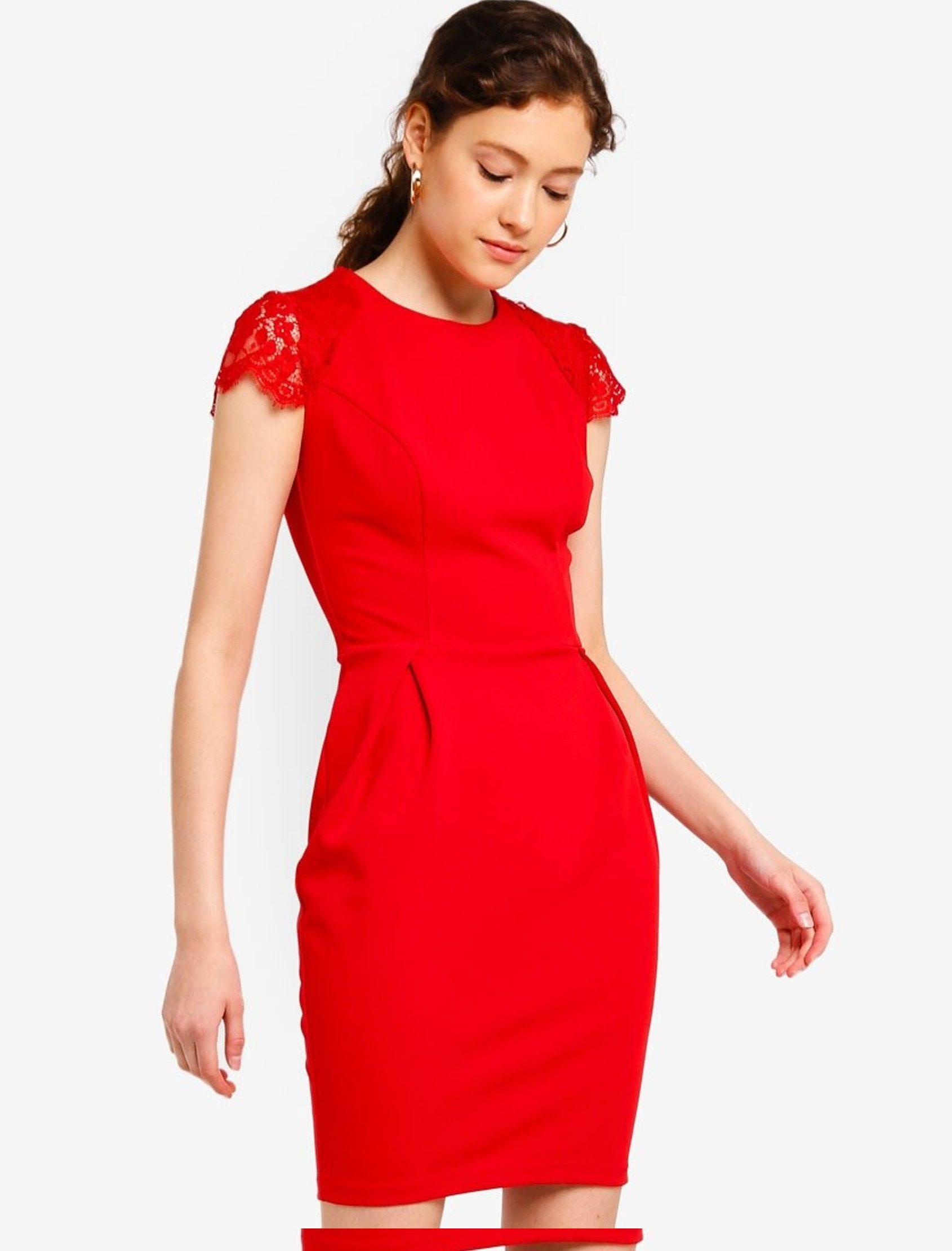 Vestido con encajes en los hombros, ajustado a tu cintura, crea una bonita silueta gracias a los pliegues que tiene en la falda.