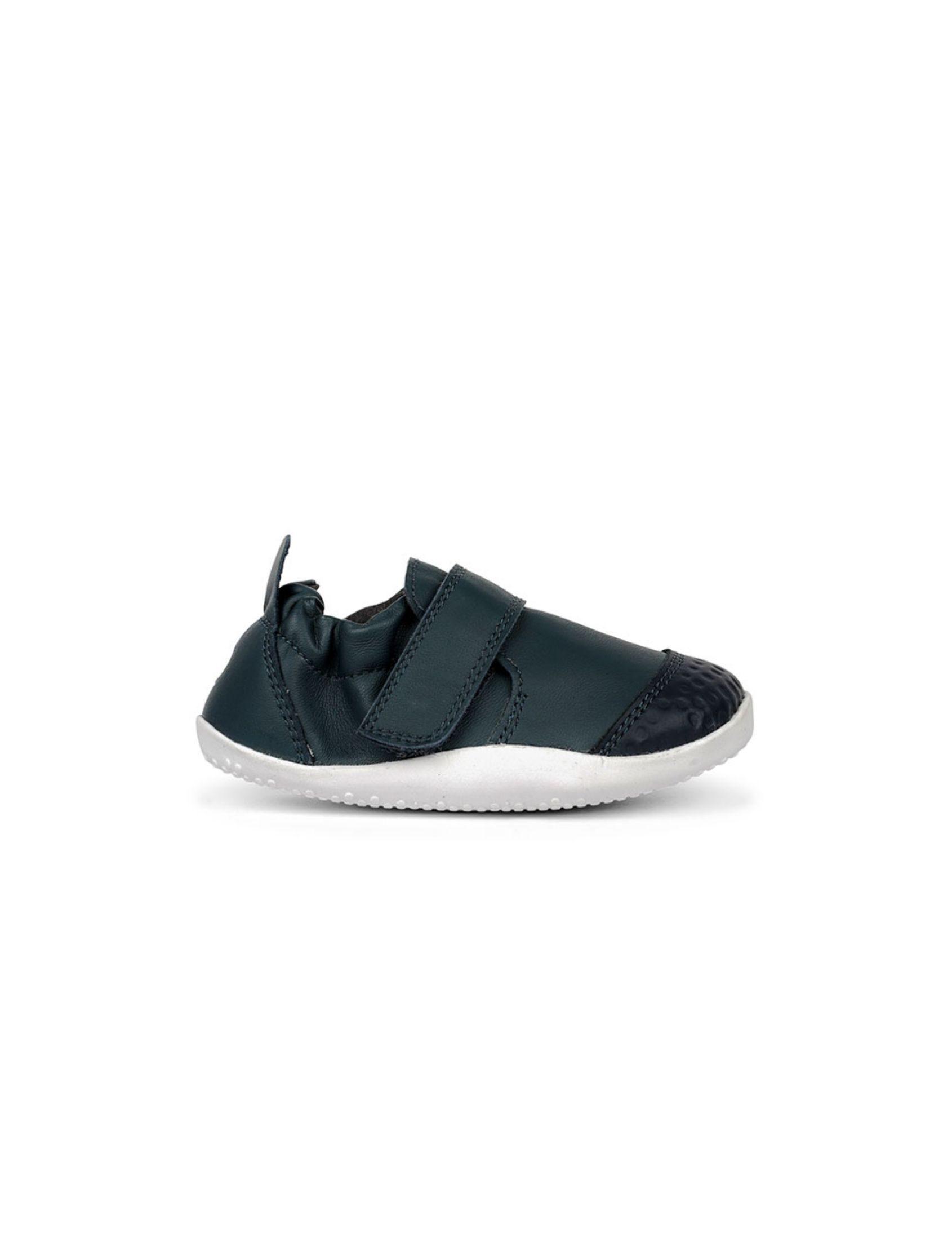 zapatilla de bebé xp trainer navy en color marino con suela blanca ideal para los primeros pasos