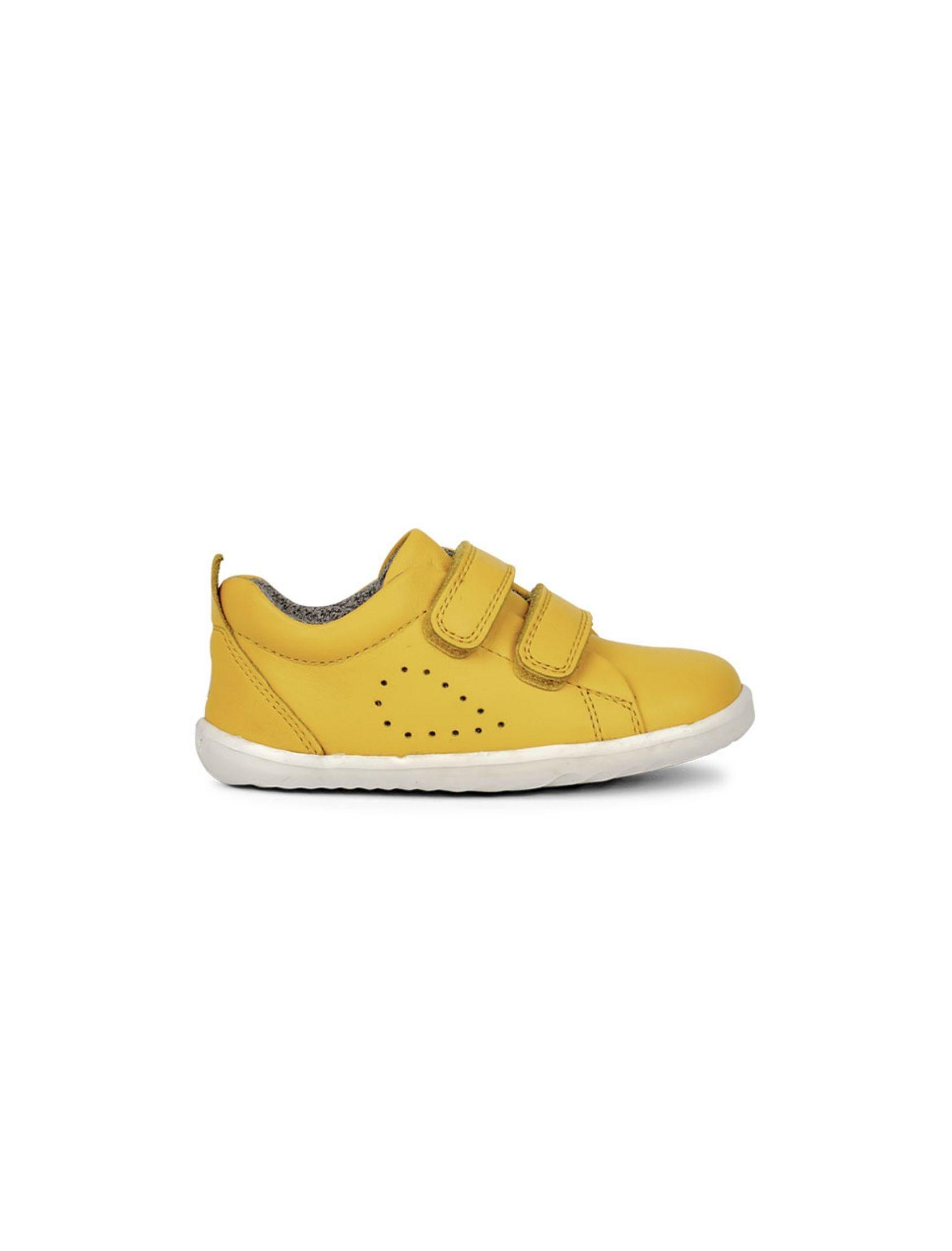 Zapatilla de niño y niña modelo grass court en color amarillo con cierre d evelcro