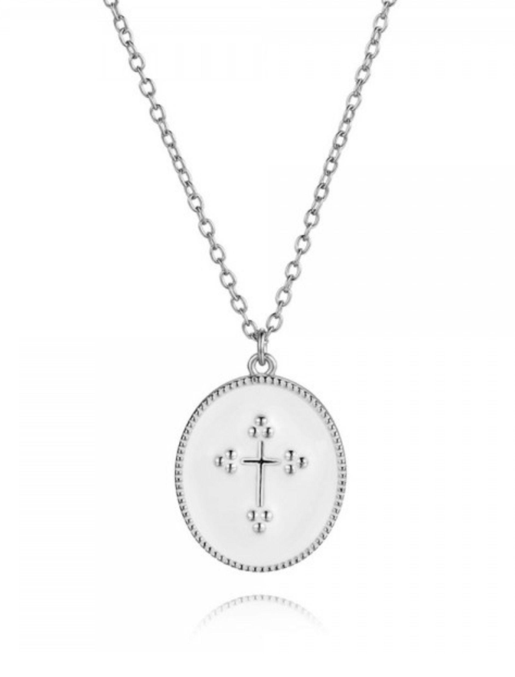 colgante de plata con medalla de cruz sobre base esmaltada blnca