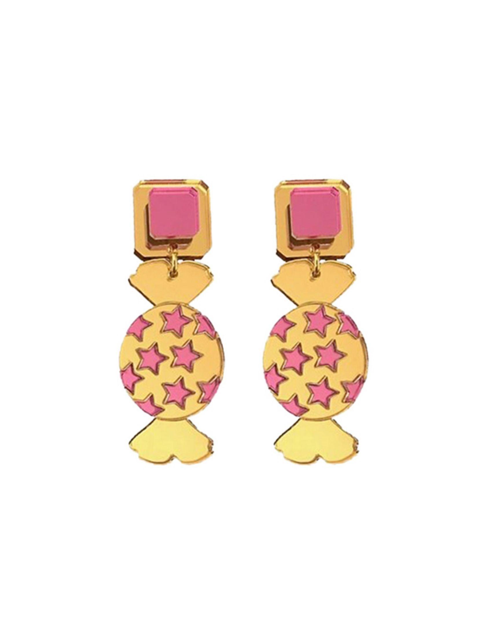 pendientes gold candy de metacrilato con forma de caramelo dorado y cuadrado rosa