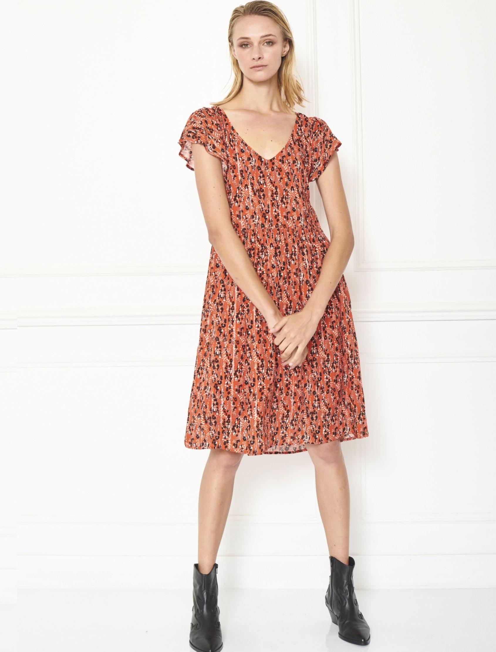 vestido ritchi de largo midi con fondo en naranja y estampado animal print