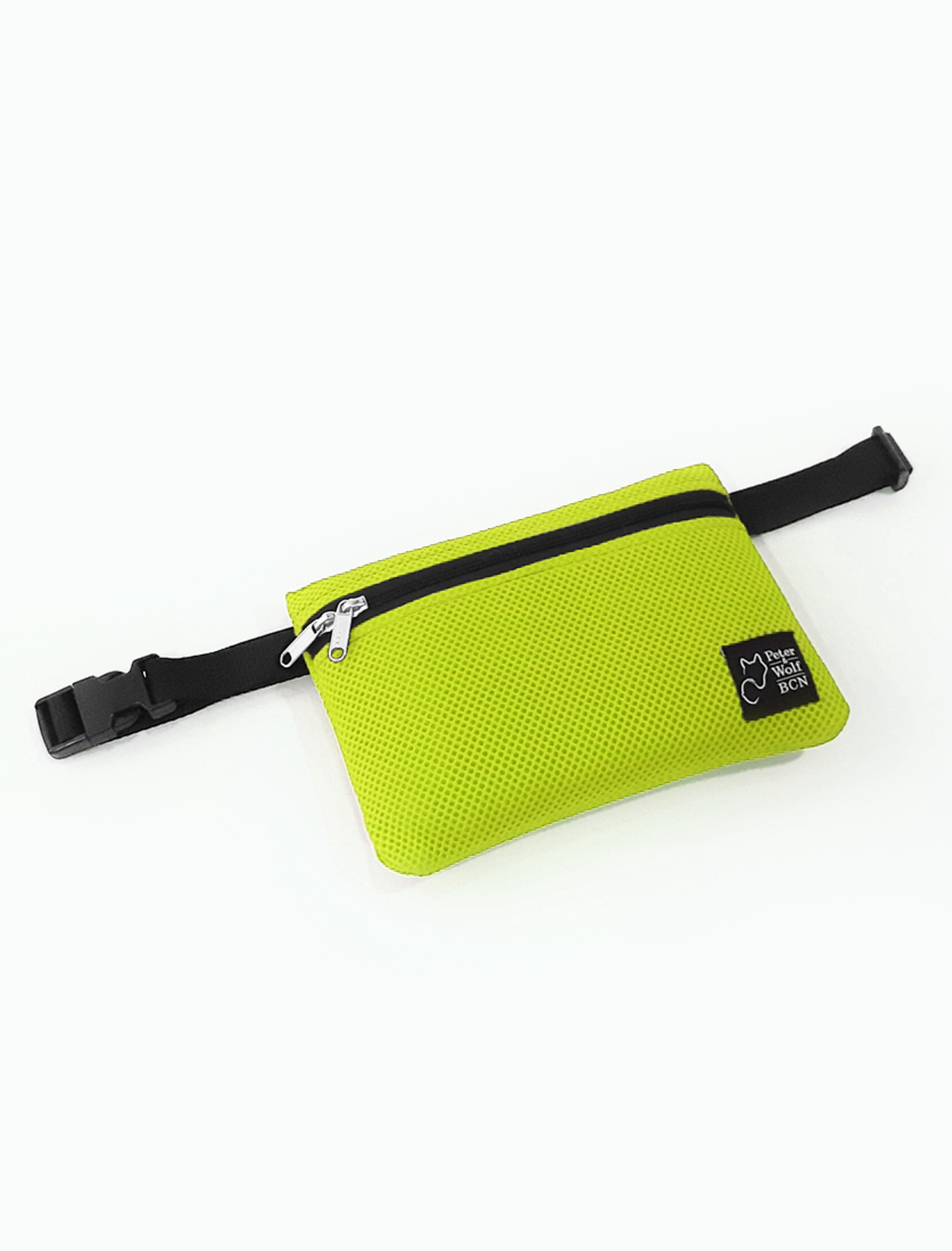 Riñonera en tejido técnico 3D con bolsillo interior con cremallera confeccionada a mano color verde lima. Interior color negro