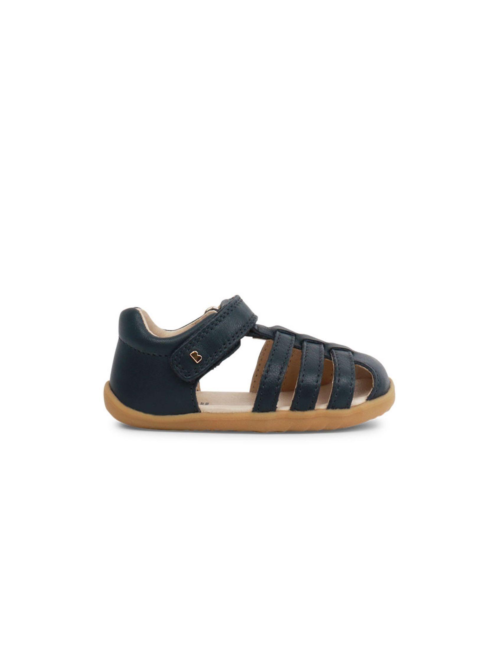 Sandalia Step up jump en color azul navy para niño y niña con suela marrón de estilo cangrejera