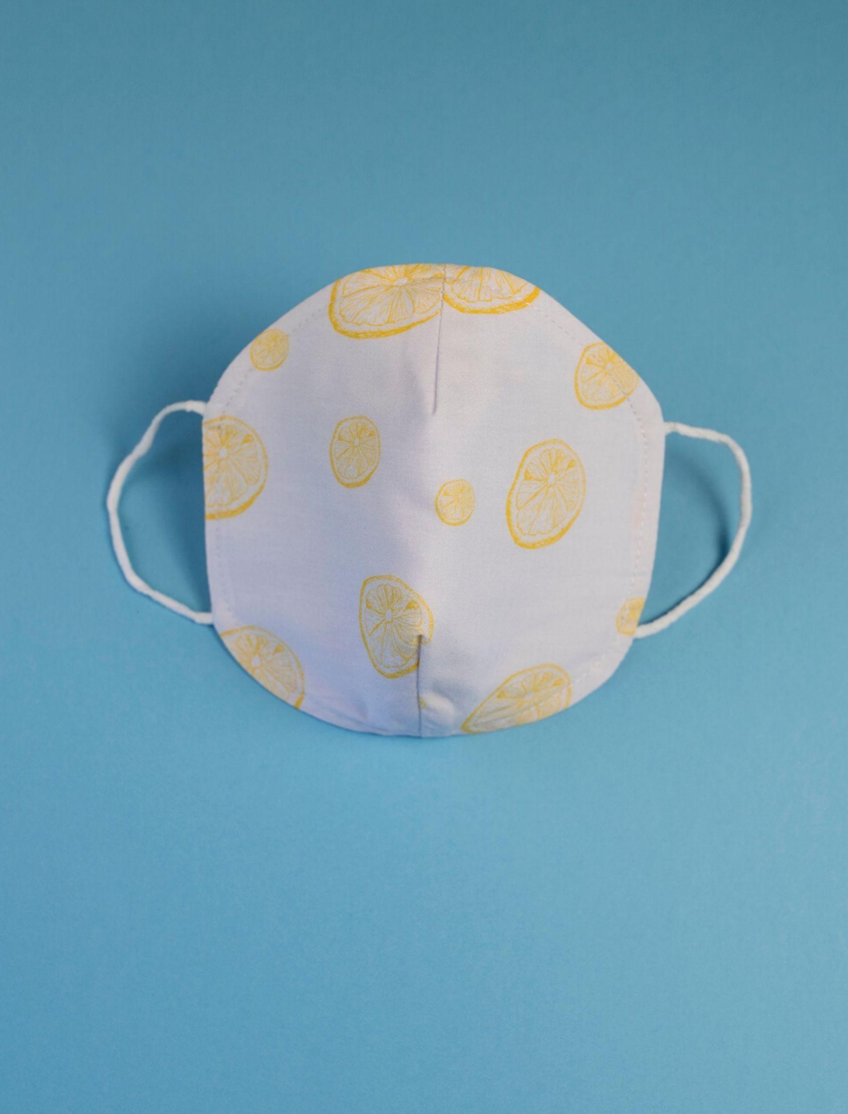 mascarilla infantil lemon con estmpdo de limones amarillos y tejido homologado