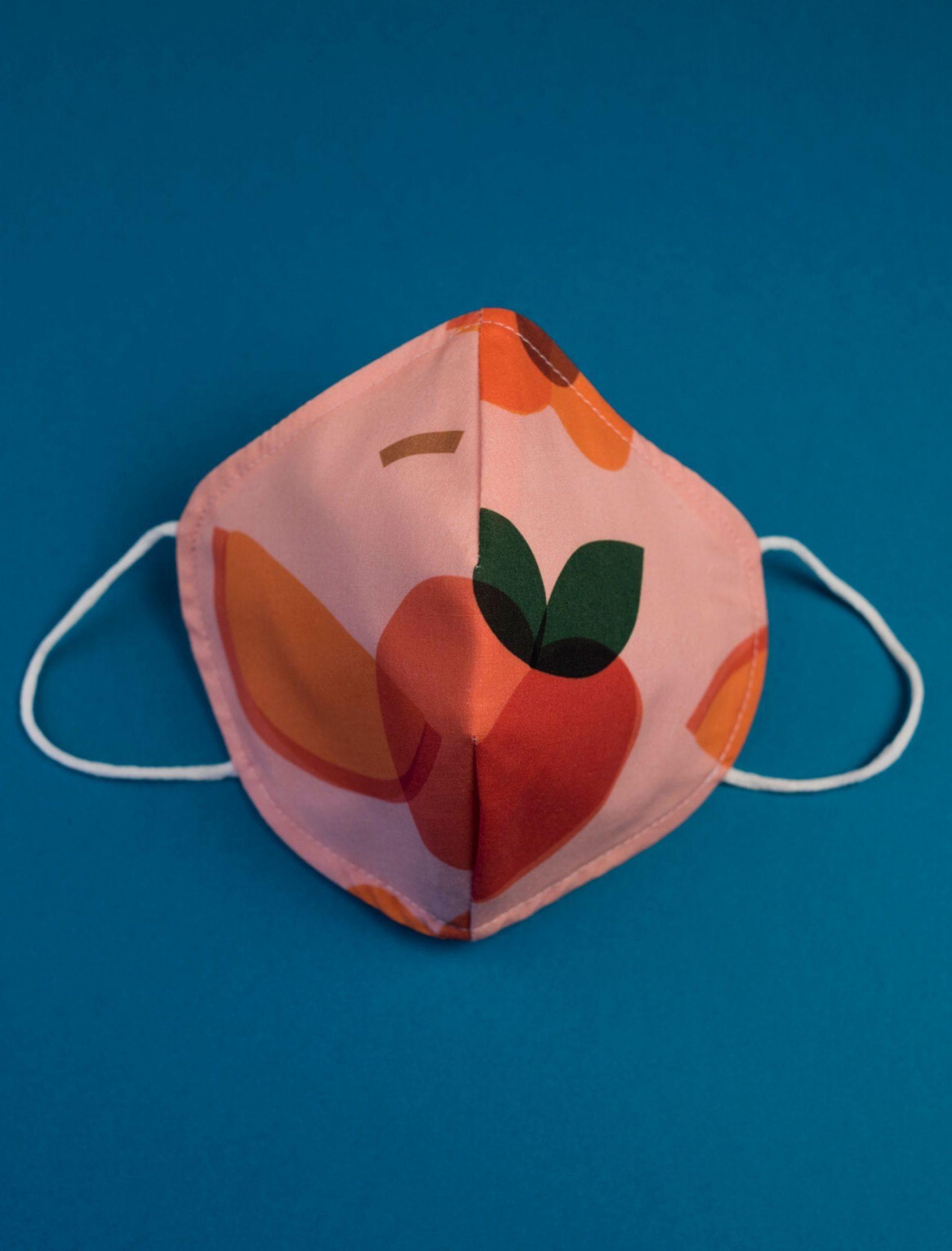 mascarilla peach con estampado multicolor y tejido homologado de nako mask