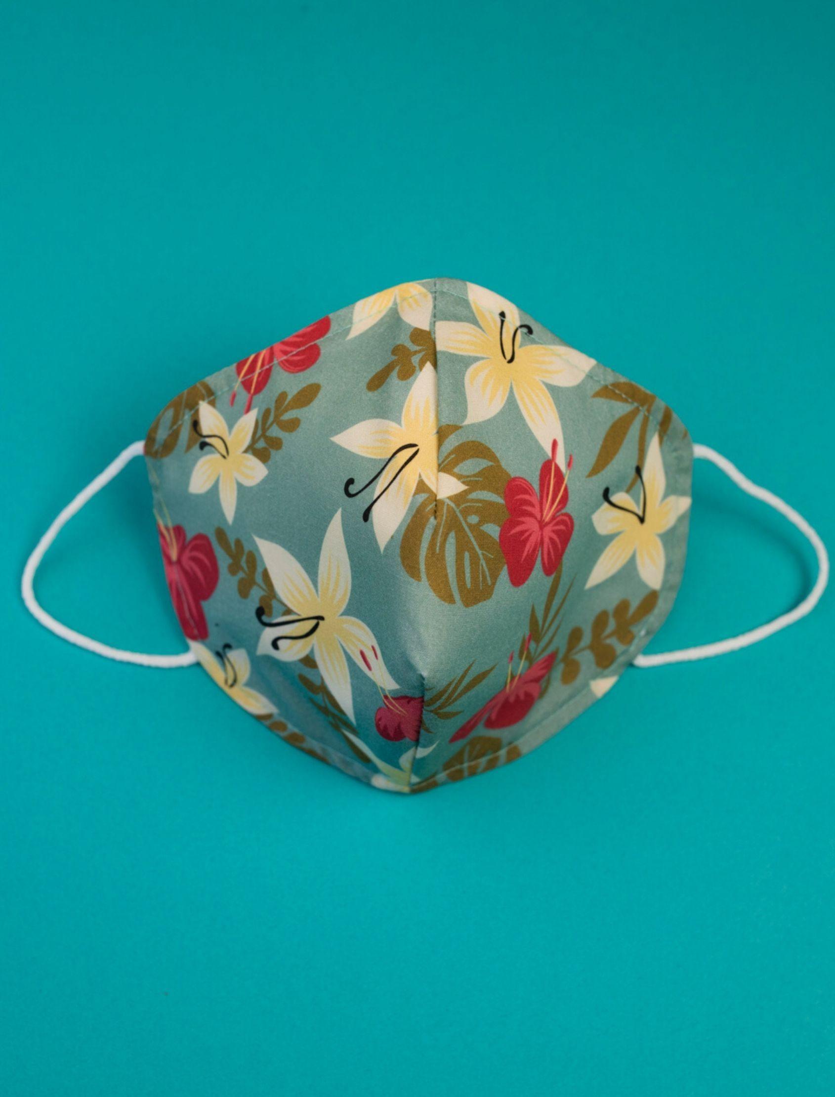 mascarilla romina con estampado floral multicolor diseñado por cris domínguez