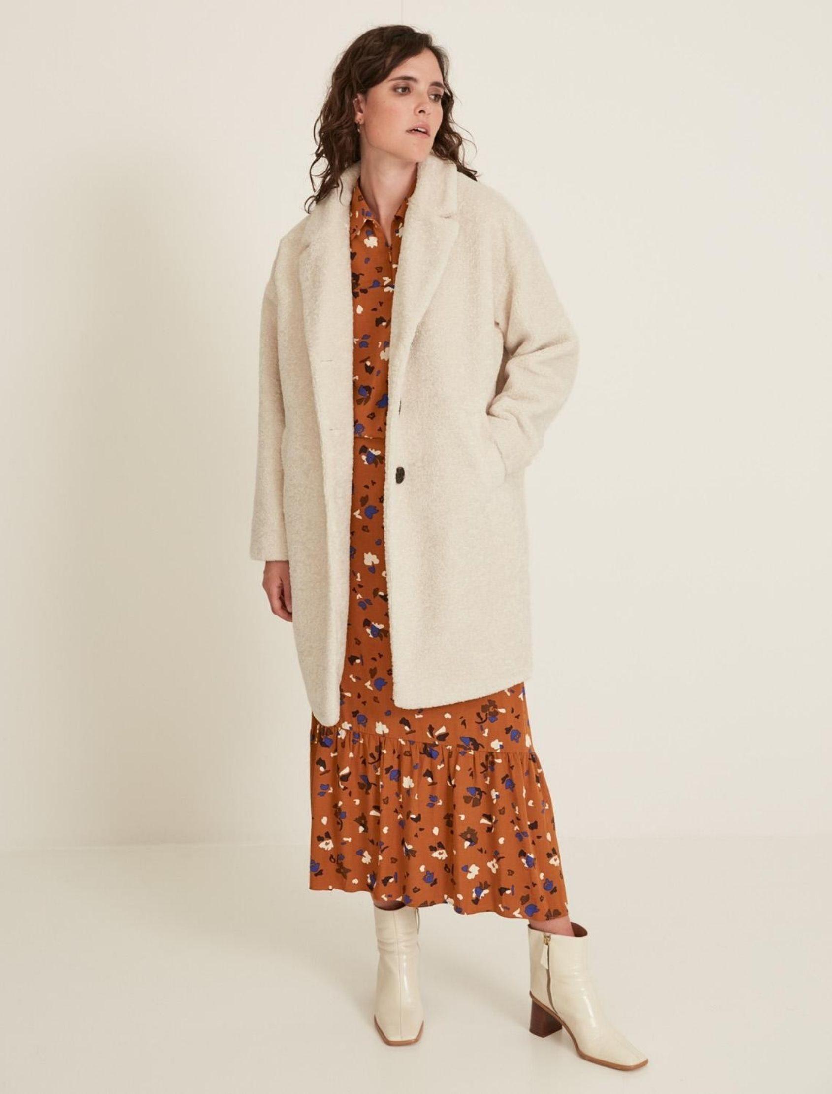 abrigo borreguillo en color beige de la marca yerse hecho en España