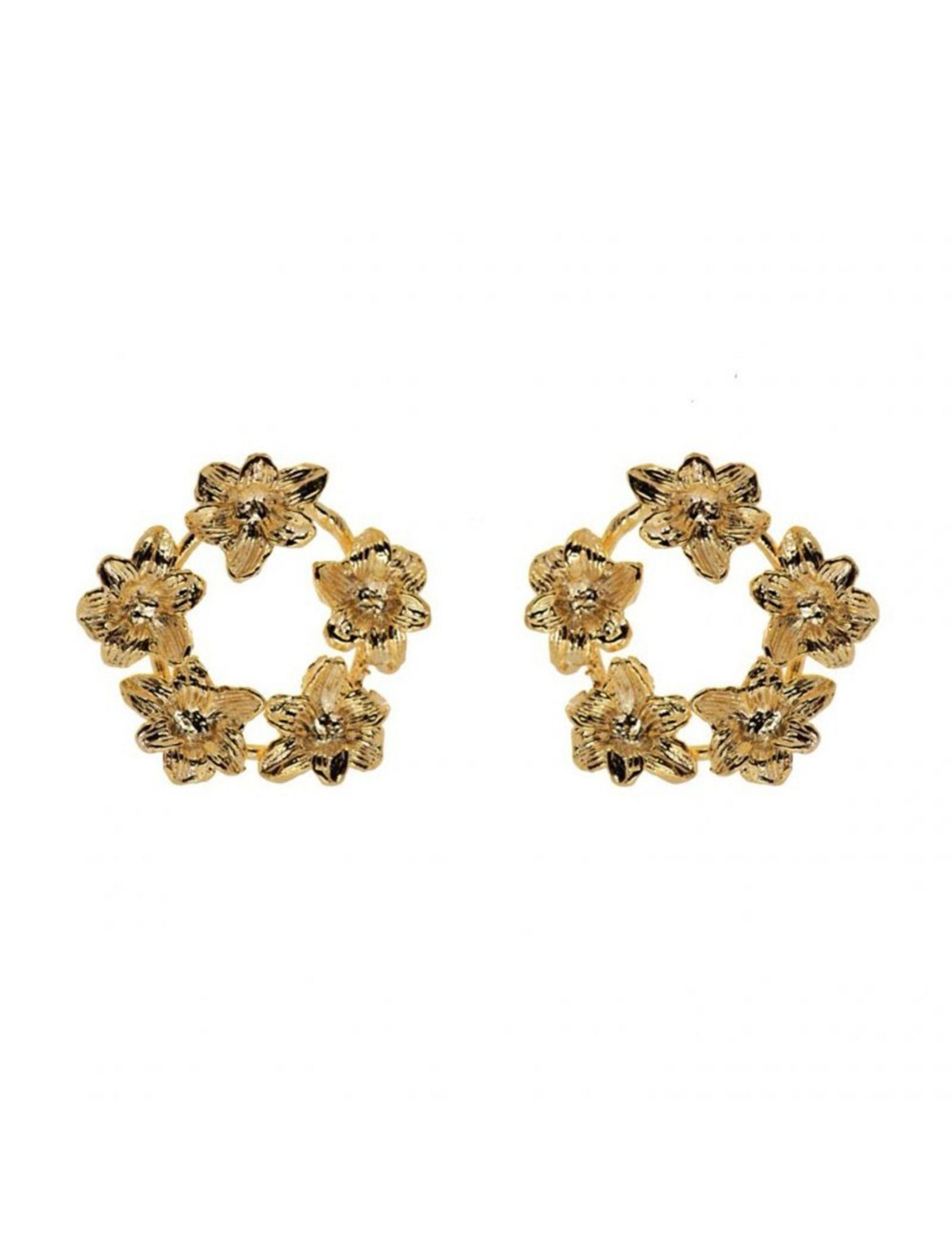 pendiente amsterdam con forma de rosetón lleno de flores en color oro de la marca omitouch