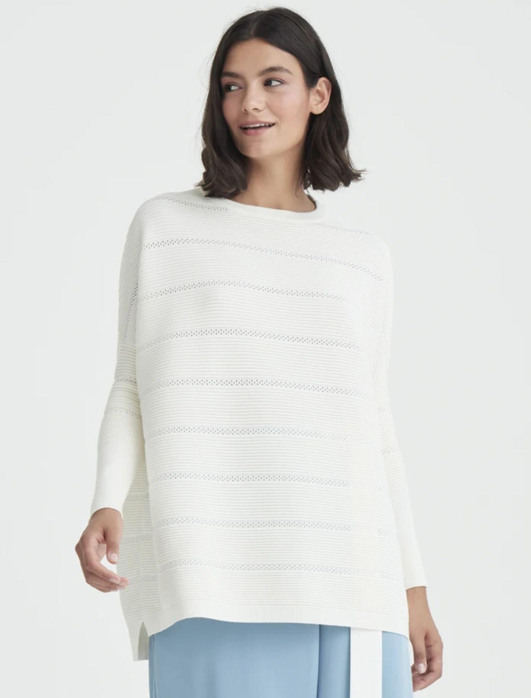 jersey jumper en color blanco con detalle de crochet y corte oversize de paisie london